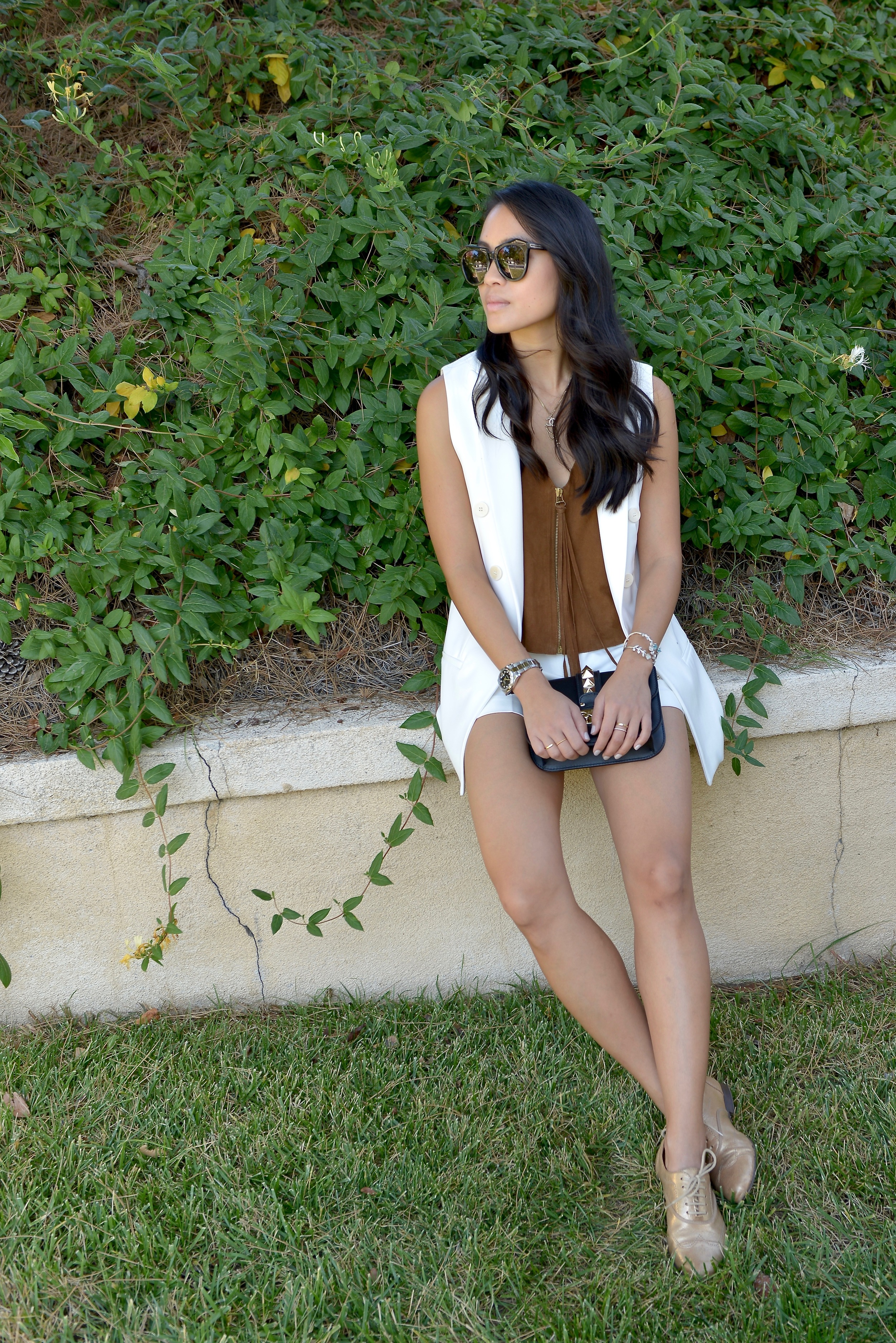 Just Goh With It-Outfit-White-Sleeveless-Blazer-Suede-top-shorts-loafers-valentino-rockstud-3.jpg