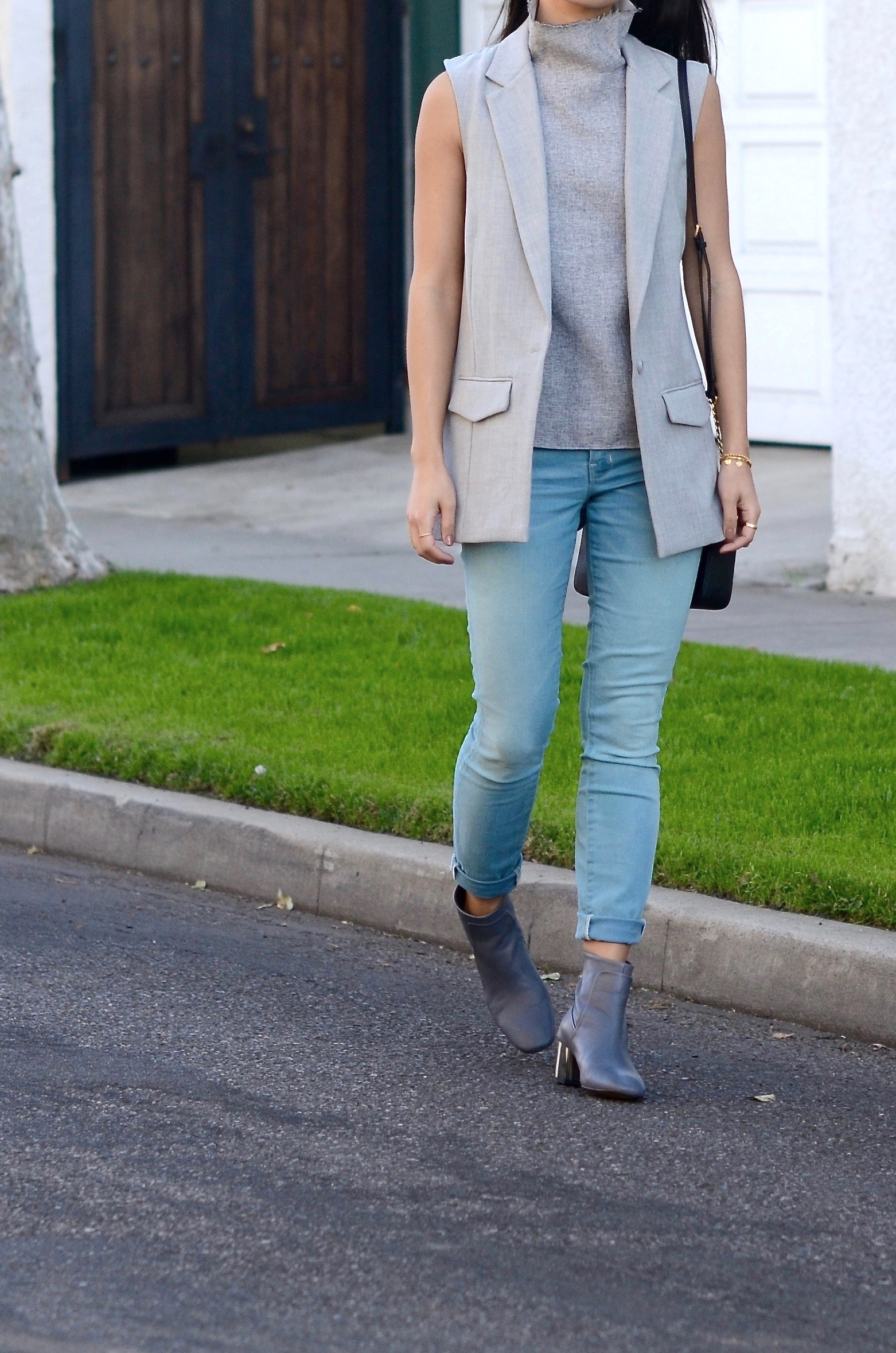 Just Goh With It-los-angeles-fashion-style-blogger-Outfit-sleeveless-blazer-mock-neck-top-1.jpg