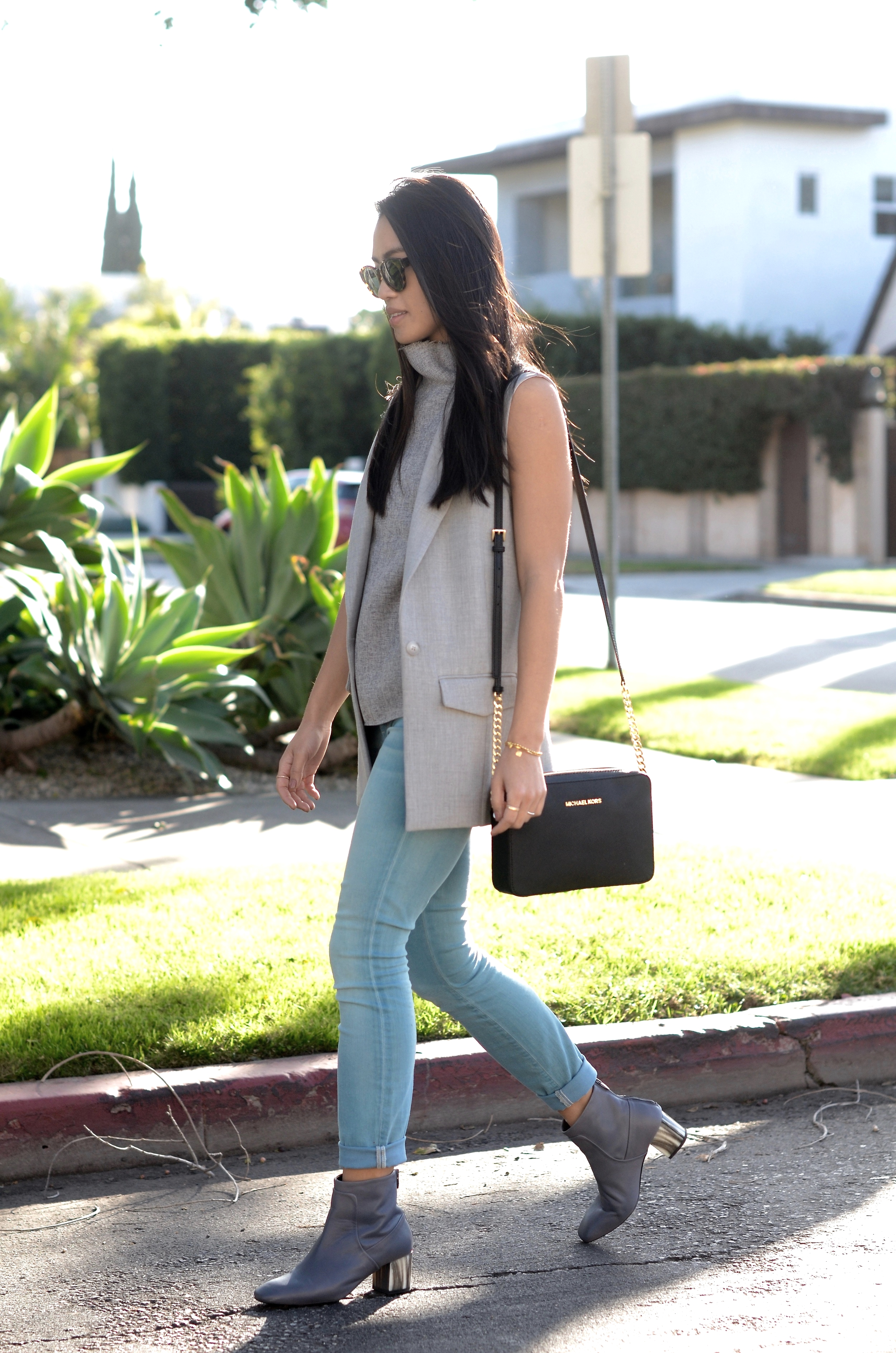 Just Goh With It-los-angeles-fashion-style-blogger-Outfit-sleeveless-blazer-mock-neck-top-9.jpg