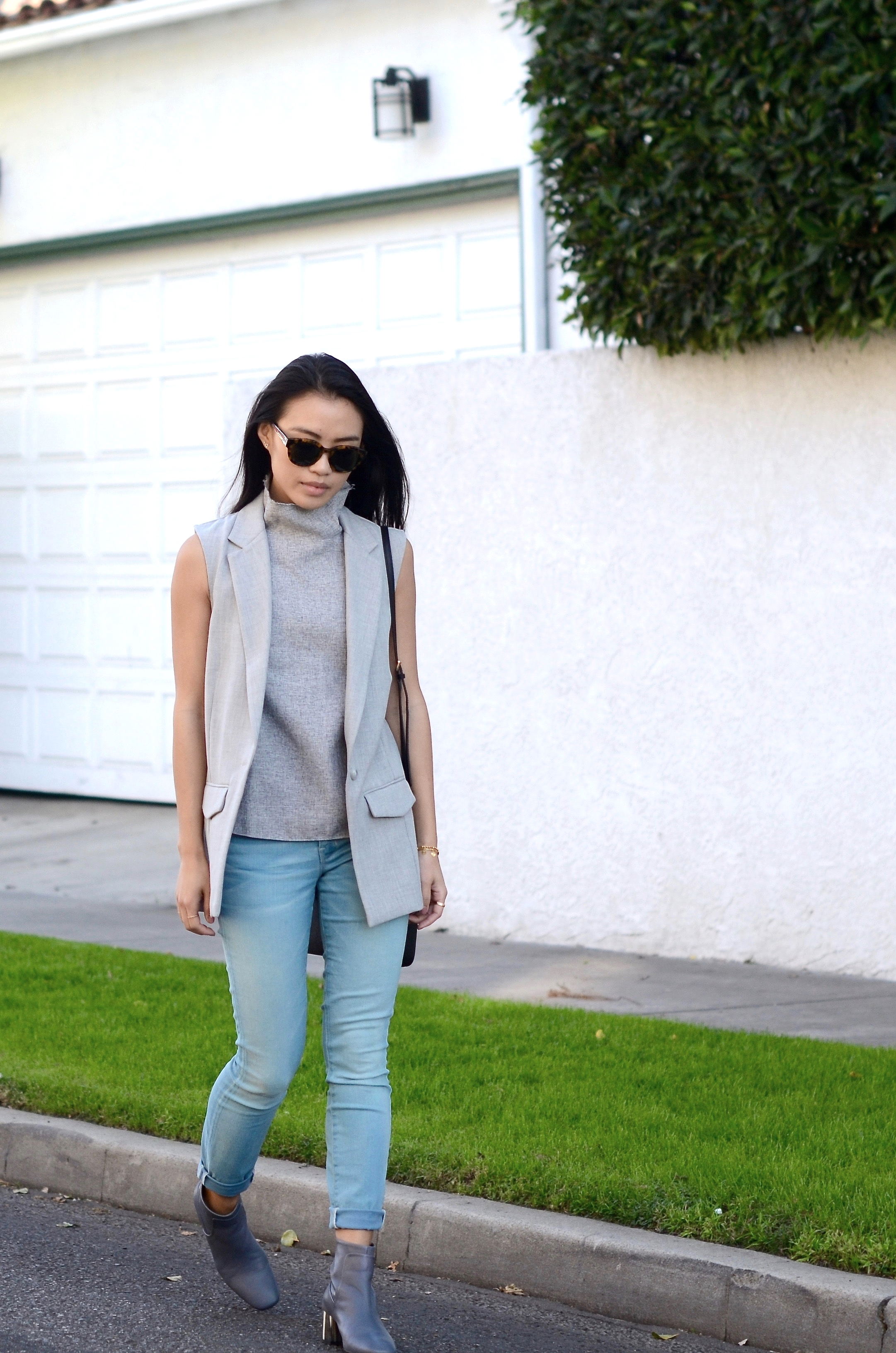 Just Goh With It-los-angeles-fashion-style-blogger-Outfit-sleeveless-blazer-mock-neck-top-2.jpg