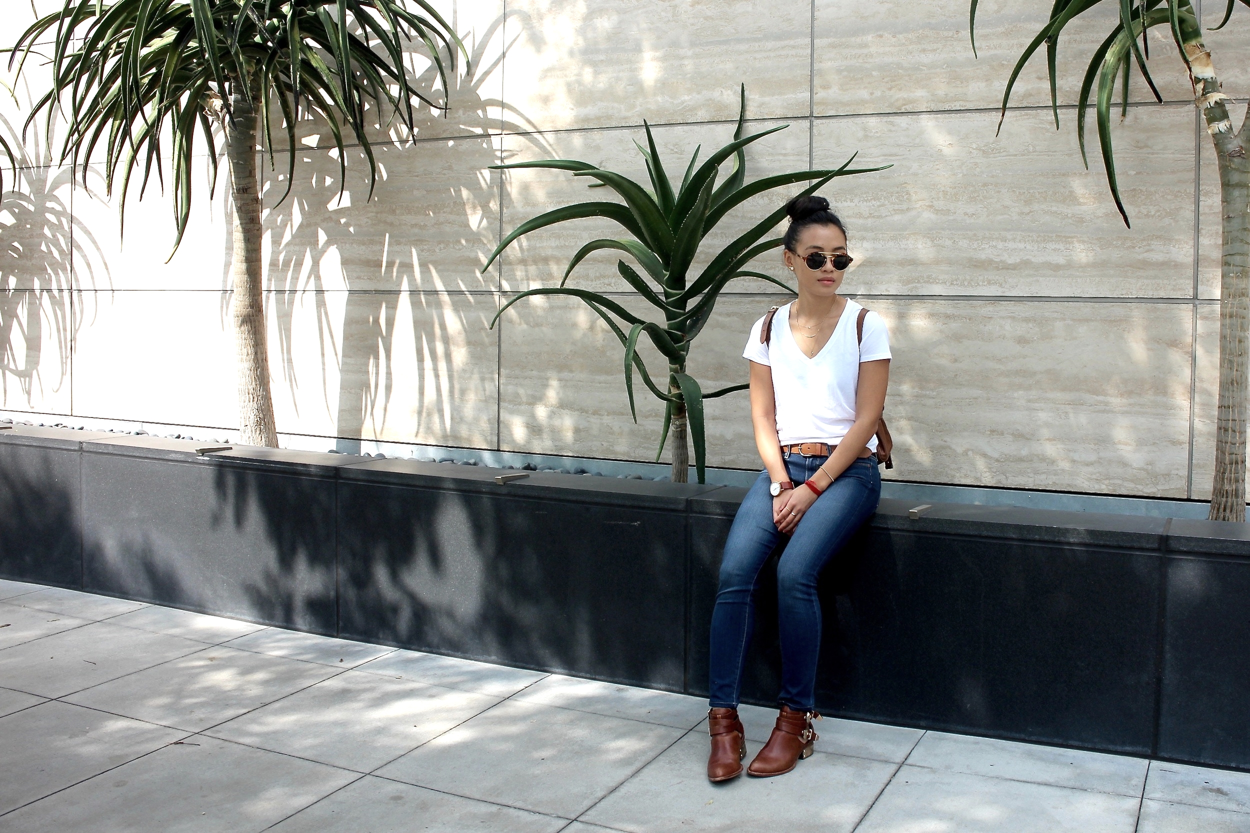 Just Goh With It-Outfit-Everlane-White-T-Shirt-paige-denim-Jeans-jeffrey-campbell-ankle-boots-Mulberry-bag-2.jpg