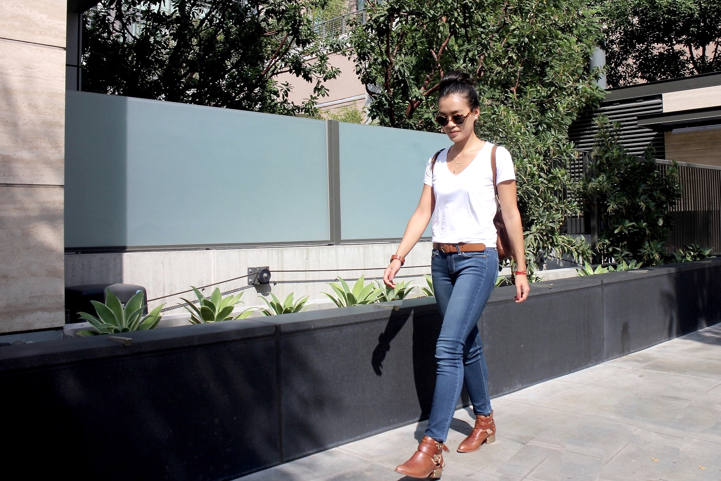 Just Goh With It-Outfit-Everlane-White-T-Shirt-paige-denim-Jeans-jeffrey-campbell-ankle-boots-Mulberry-bag-5.jpg