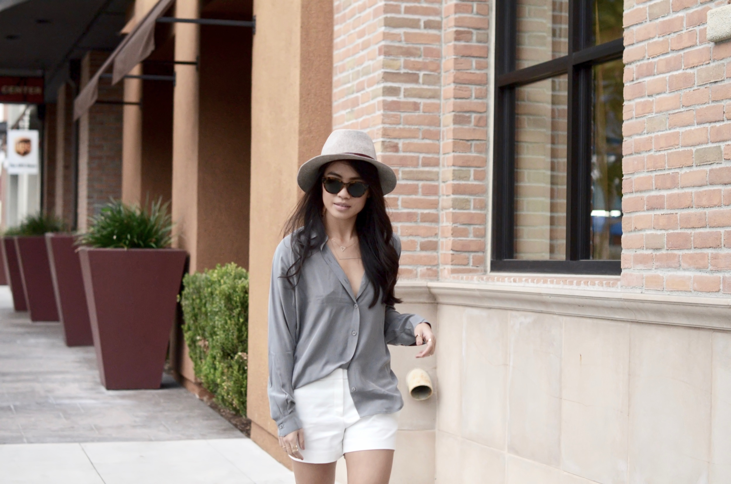Just Goh With It-Outfits-summer-grey-shorts-hat-chloe-fringe-sandals-7.jpg
