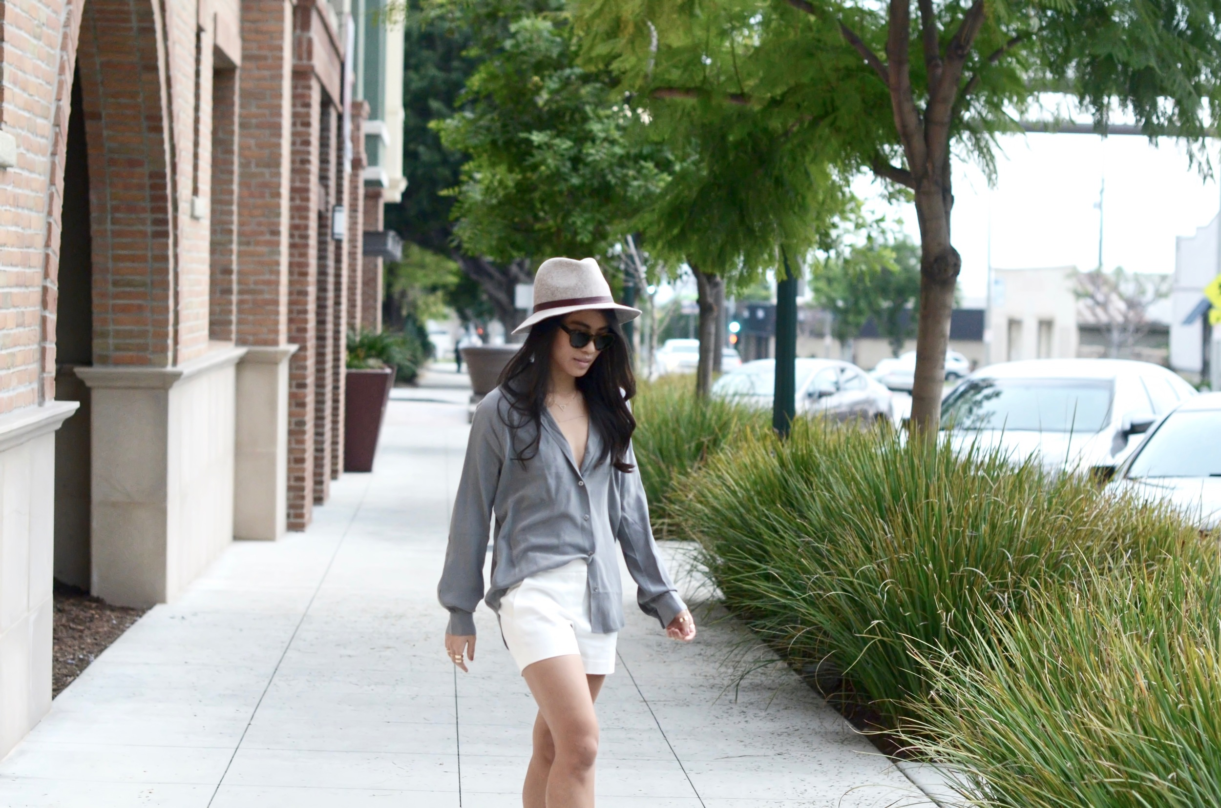 Just Goh With It-Outfits-summer-grey-shorts-hat-chloe-fringe-sandals-8.jpg