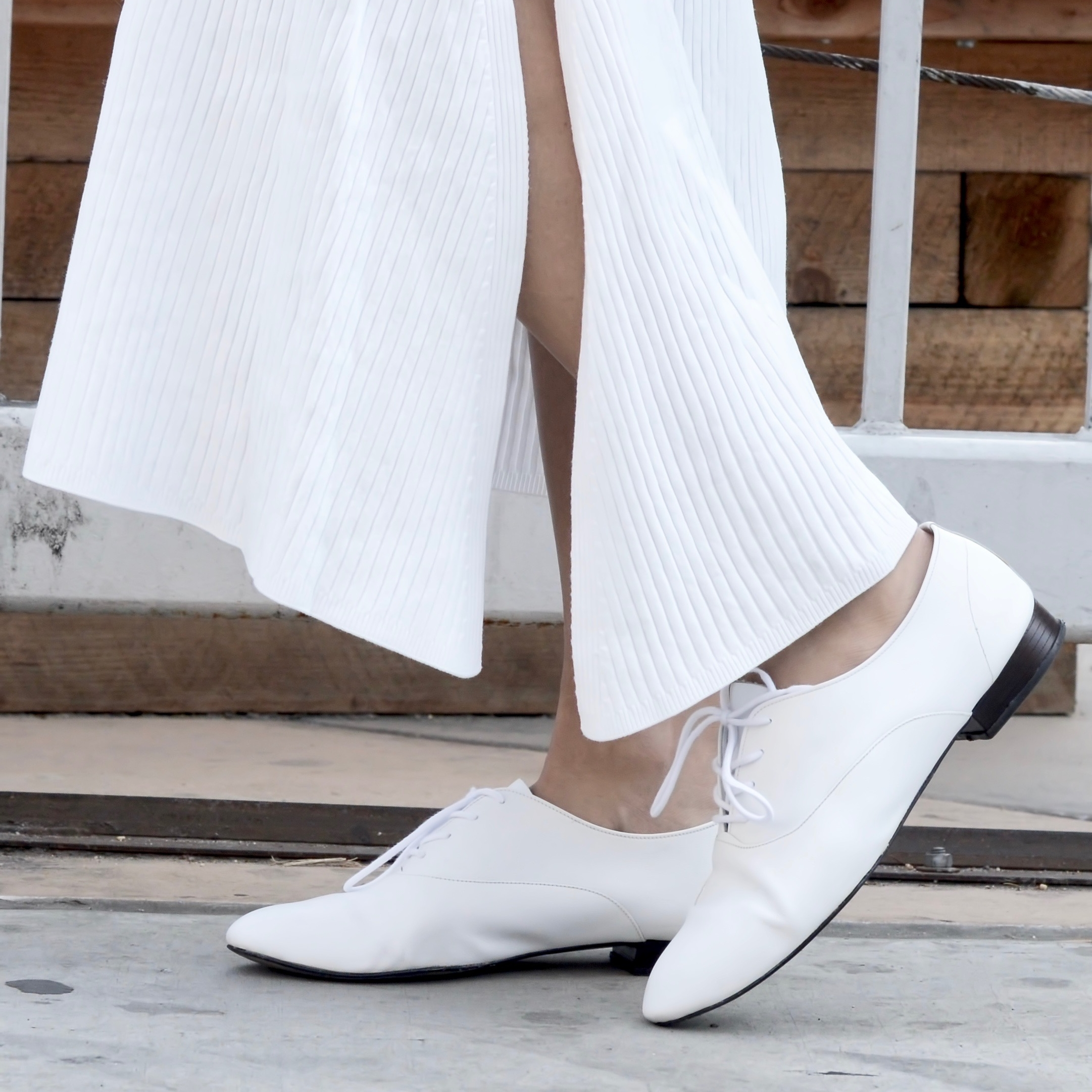 Just Goh With It-Outfits-All-White-Knits-Crop-Topshop-Zara-Oxfords-3.jpg