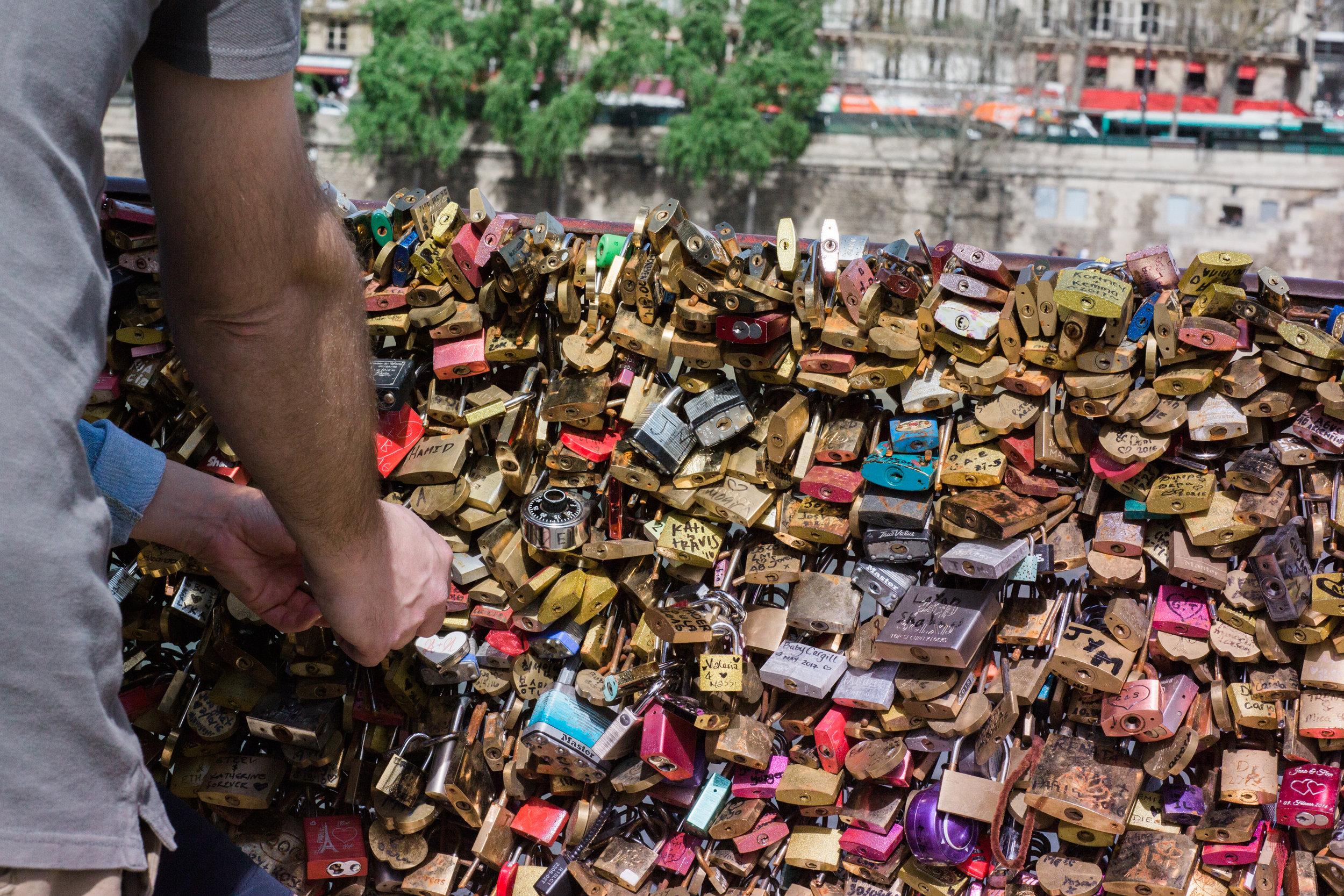 Paris Engagement Photographer-10.jpg