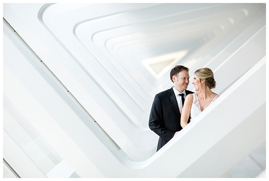 Bride and groom photos at Milwaukee Art Museum for their wedding