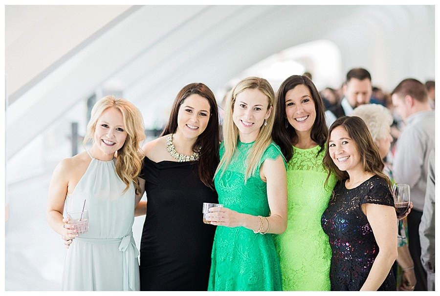 candid cocktail hour photos at Milwaukee Art Museum for their wedding