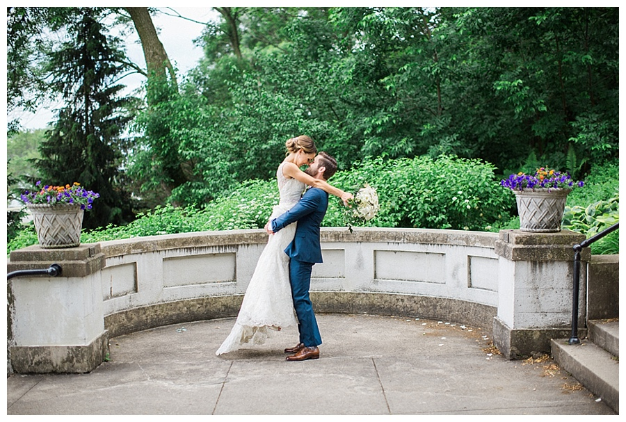 bride and groom photos at Lake Park in Milwaukee