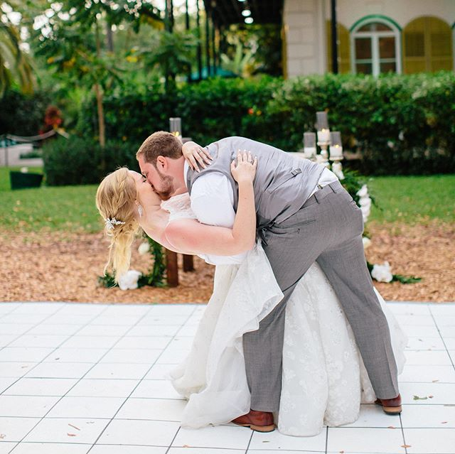 Jeff's dip was on point!  By the look on the cat's face in the second photo, he would totally agree 😻 . 📸: @irismoorephoto . All-star vendor crew: @greateventscatering @studiomphairmakeup @hemingwayhomeweddings @milan_event @keywestcakes . #keywest #floridakeys #firstdance #keywestwedding #hemingwaycat #weddinginspiration #love #wedding #keywestdj