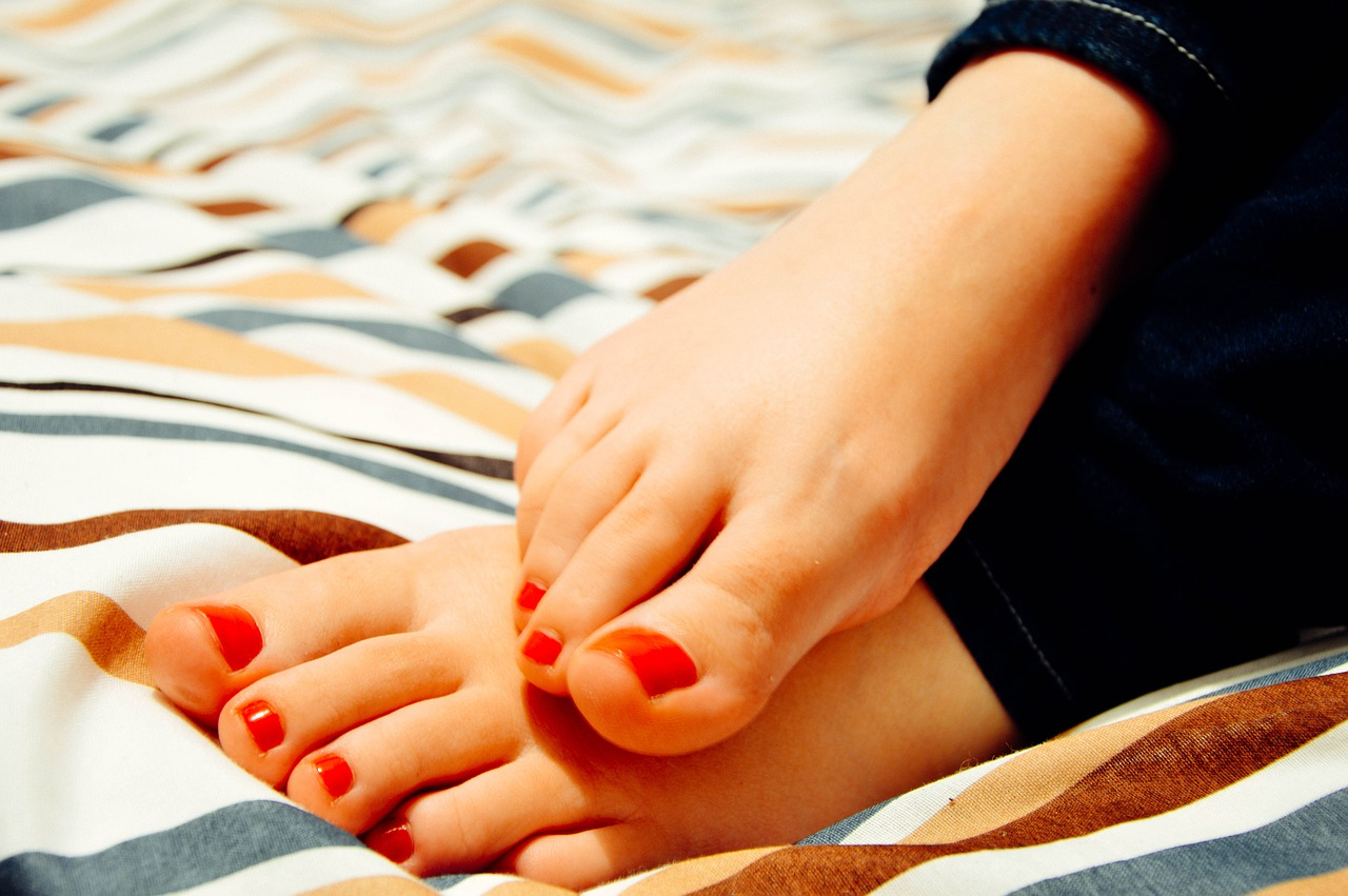 does nail polish ruin toenails