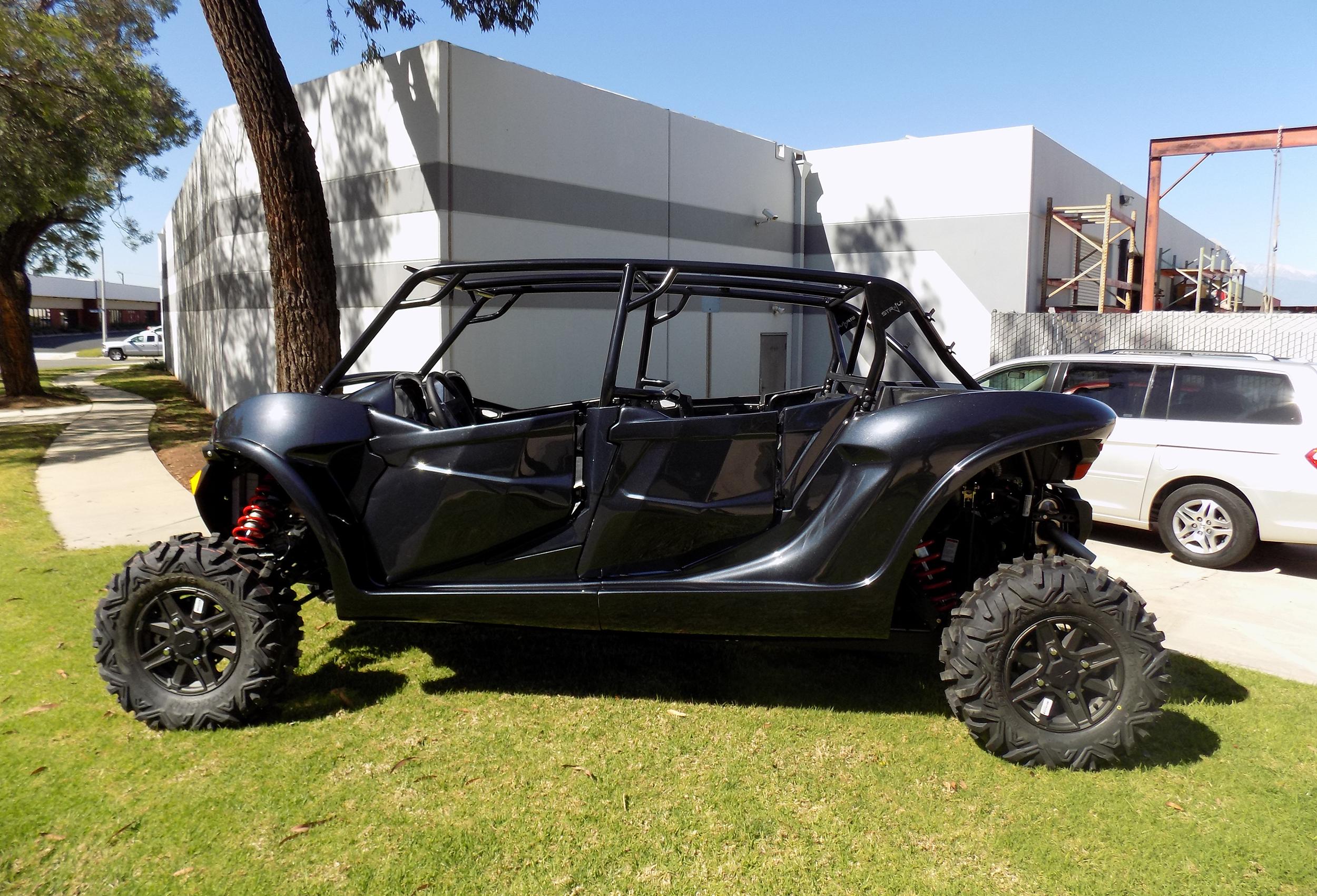 Polaris RZR XP1000 fiberglass body kit by Lavey Craft - black.jpg