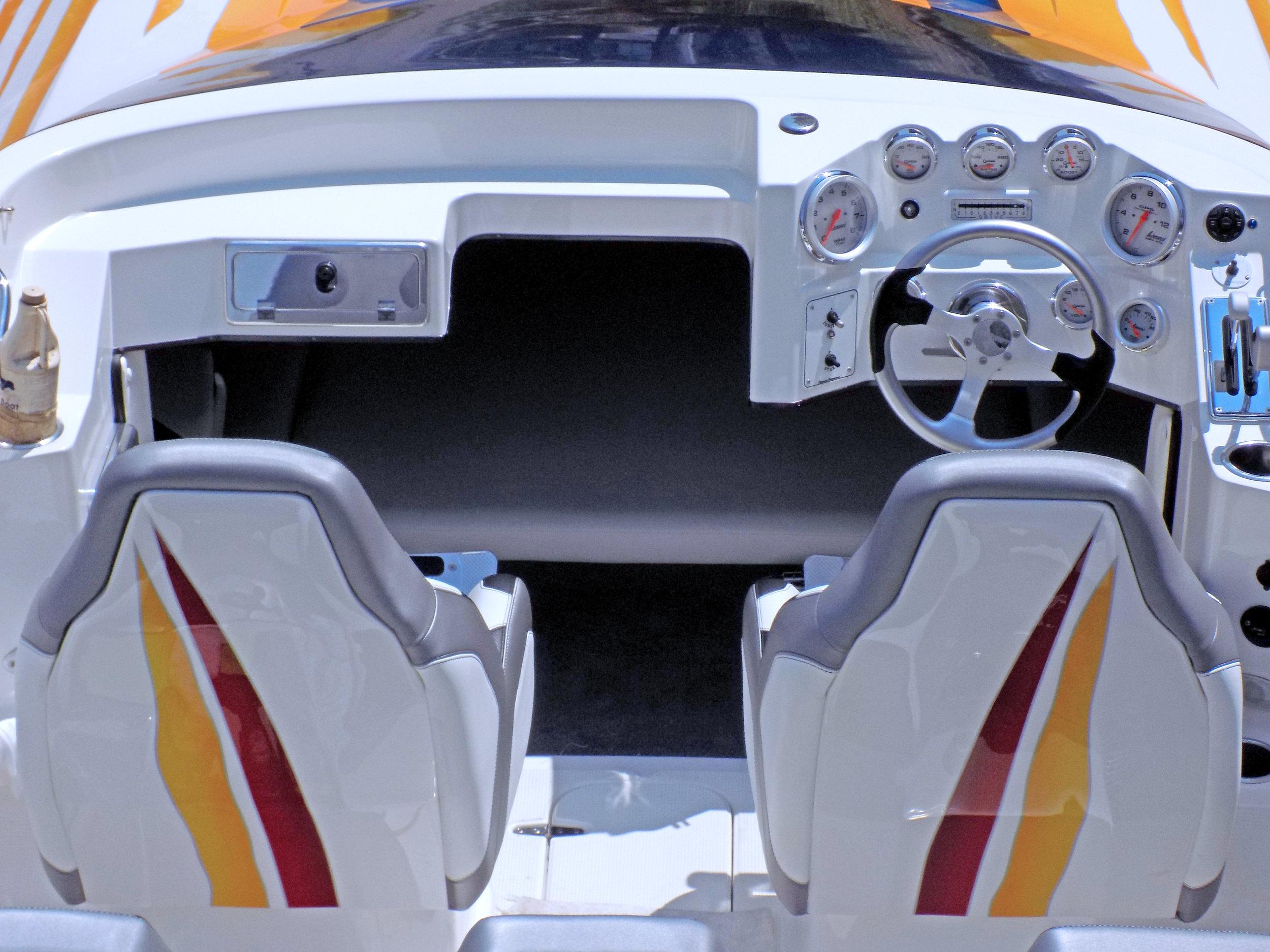 27 Sabre Lavey Craft - interior 1.jpg