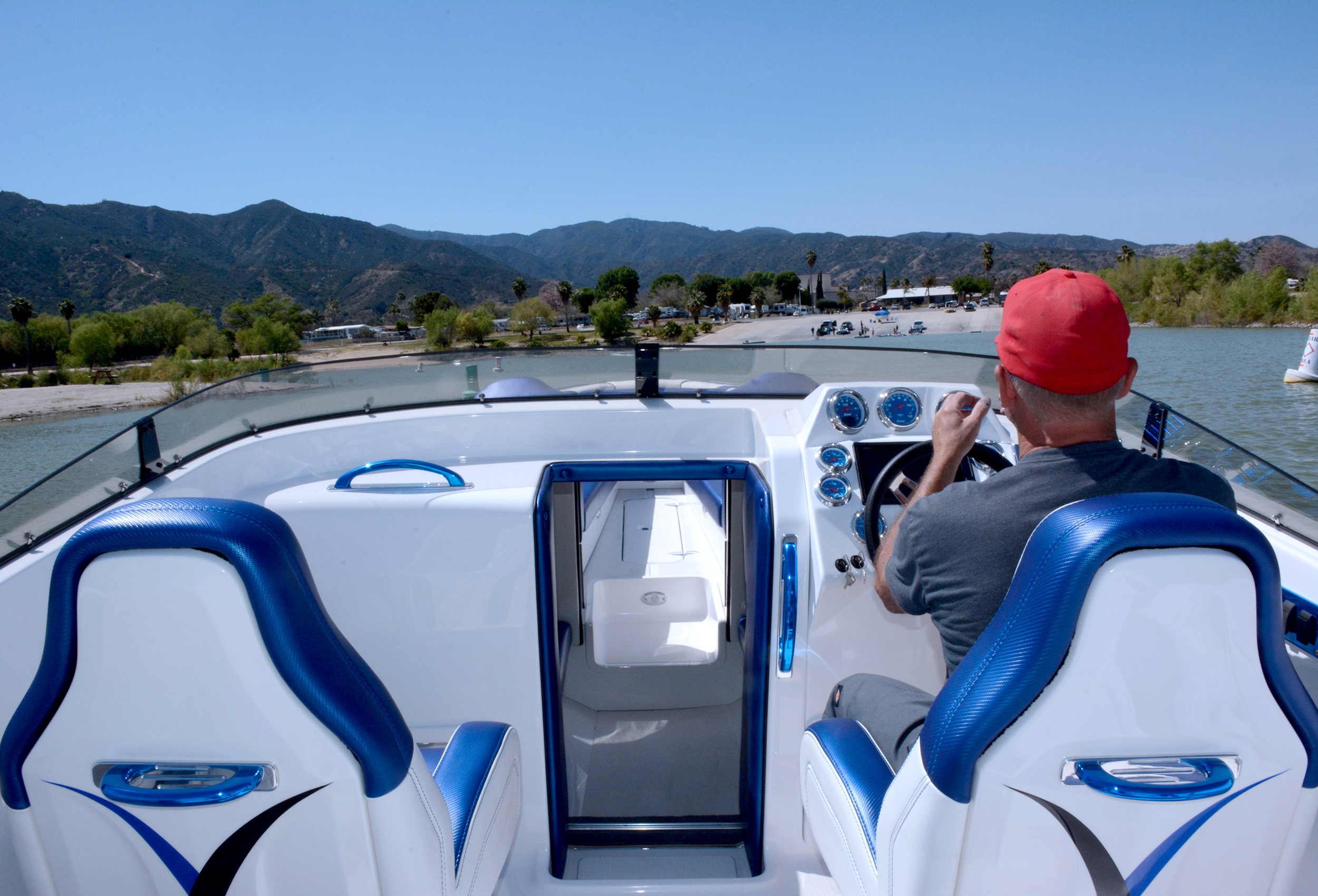 2750 NuEra with twin outboards Lavey Craft - interior.jpg
