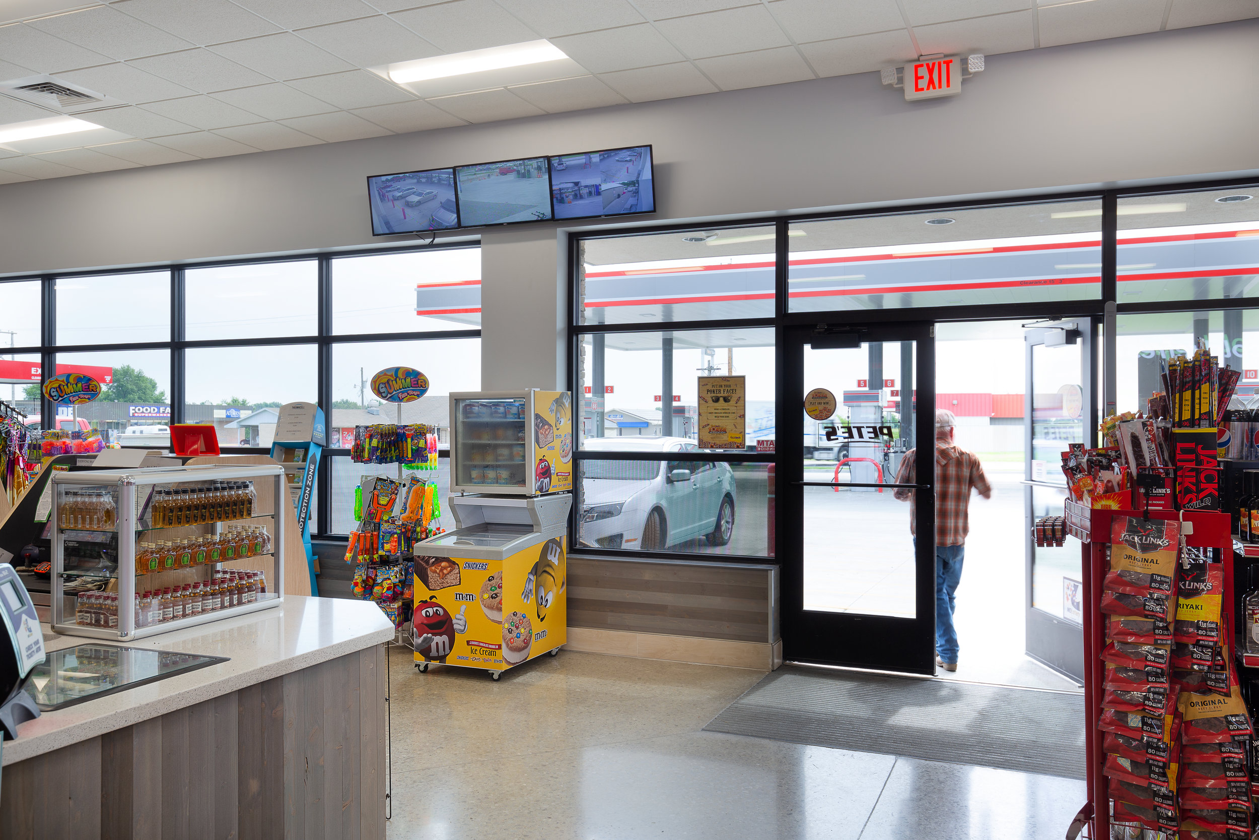 12_ThompsonPhotography_20180607_Pete's+Convenience+Store.jpg