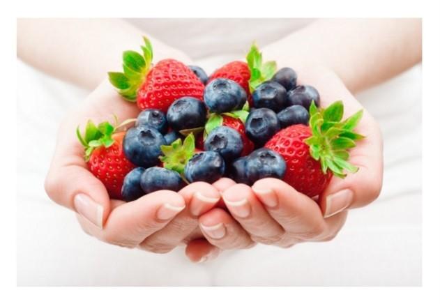 holding berries.jpg