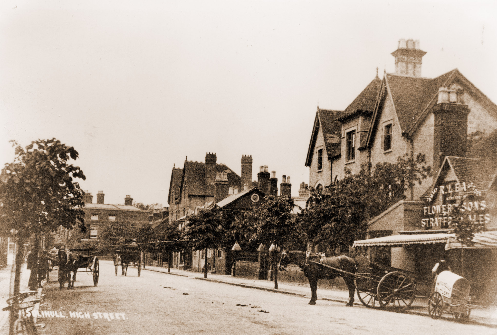 The building on the right, next to Lea's, was The Gables, home to Dr A. V. Bernays (1857-1938). It was demolished c.1935 and shops, including Woolworth's (now Robert Dyas) were built on the site.