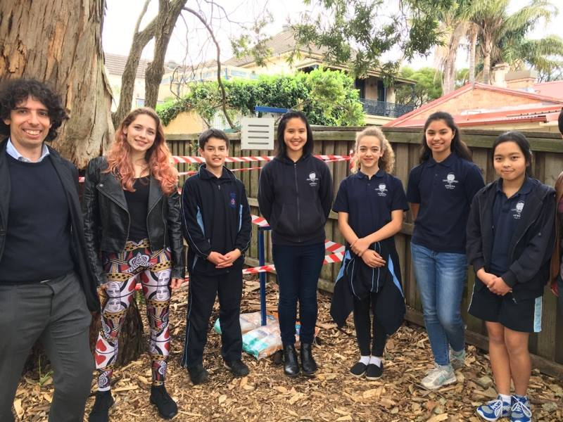 from left to right: Francesco Fiorito (UNSW), Street coolers project manager zarah copeland, athena school students