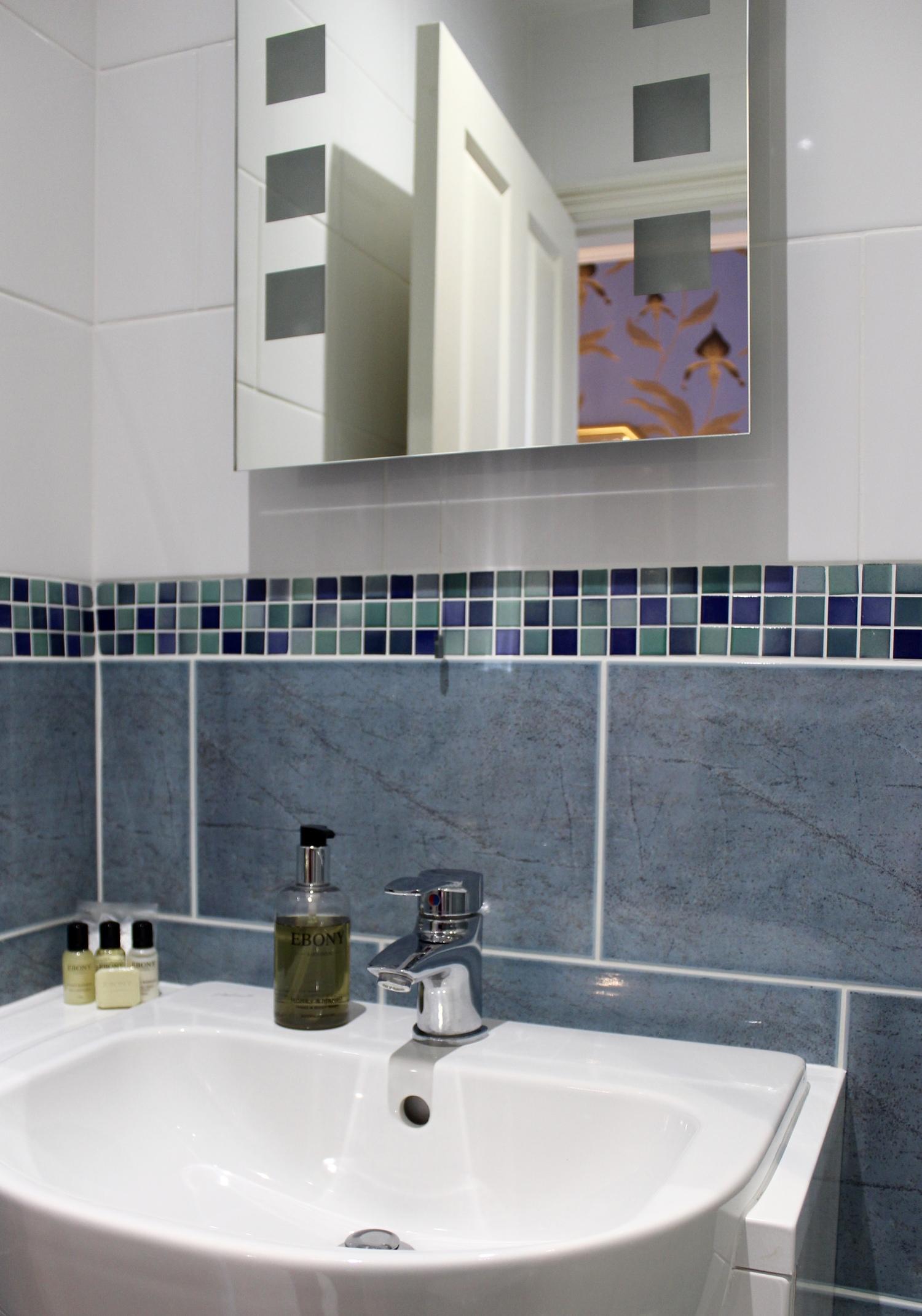 en-suite-shower-orchid-bed-and-breakfast-york