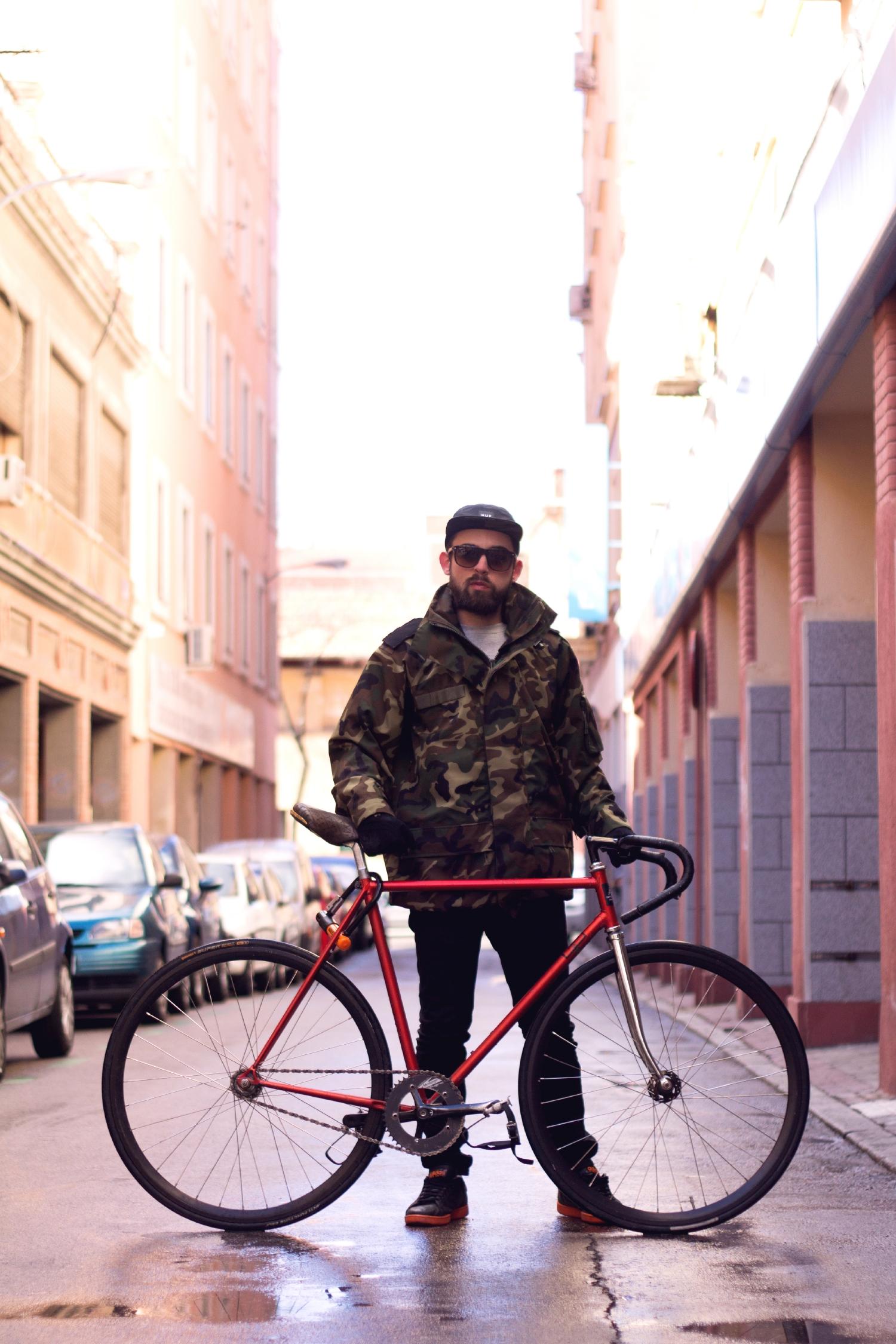 resized_Javi_Munarriz_pose.jpg