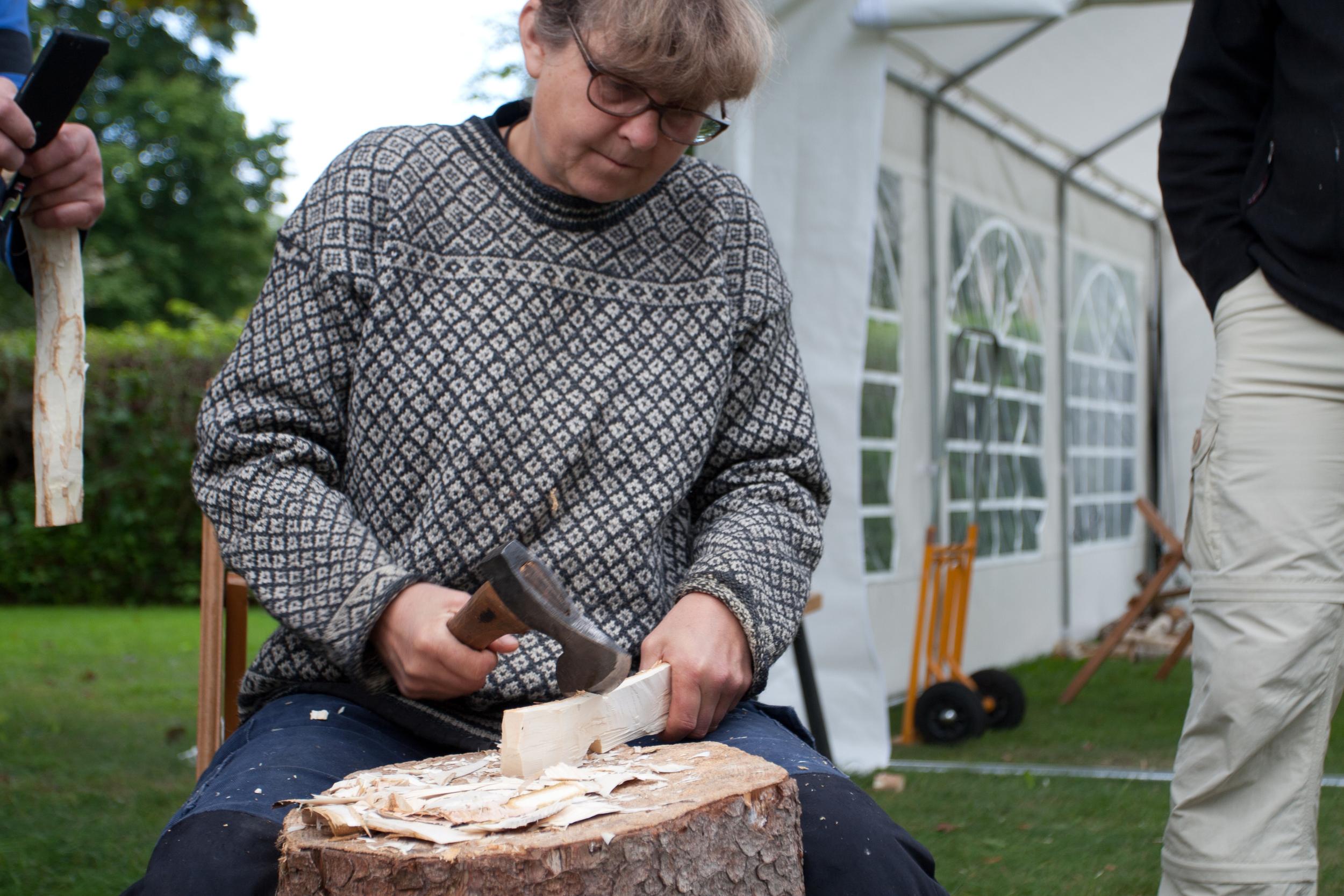 Beth Moen teaching spoon carving at Taljfest 2014