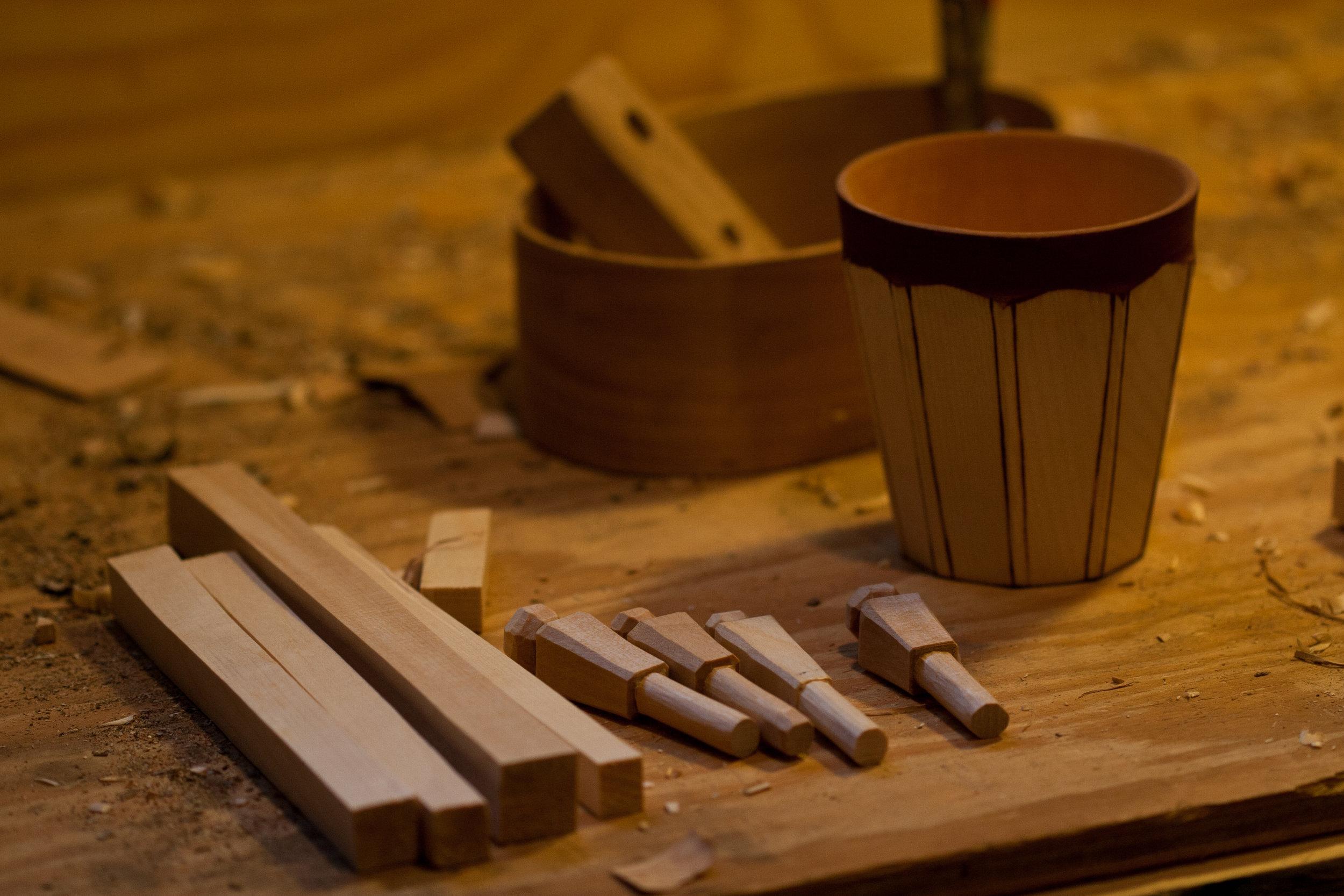 Lid handles for birchbark boxes