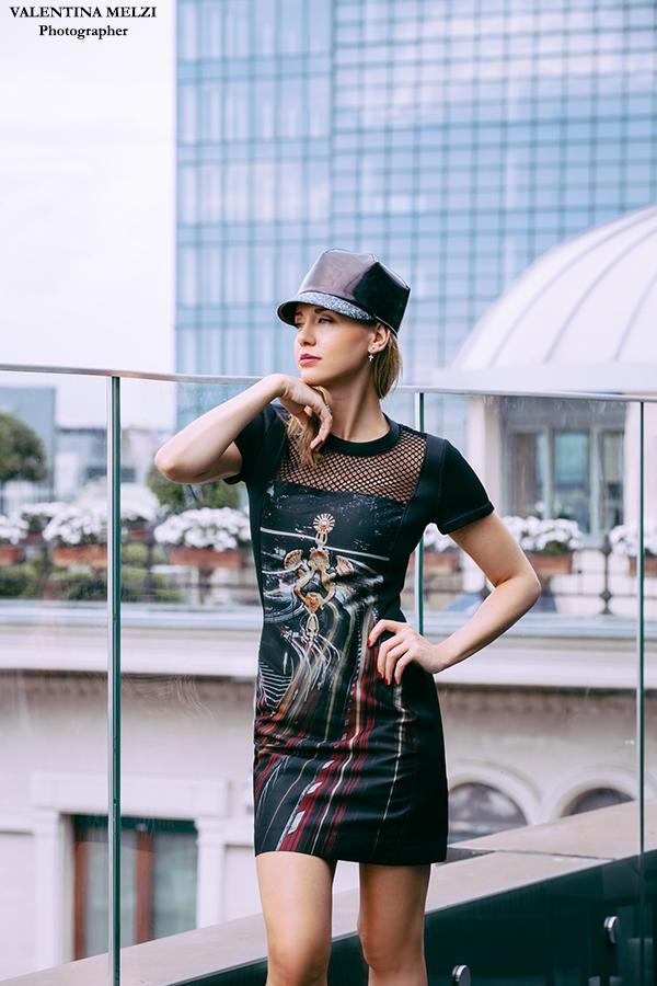 Elena Barolo fashion bolgger - wears AntPitagora Tokyo door knocker FW.2015/16 collection - Milano City Life  Ph. by Valentina Melzi