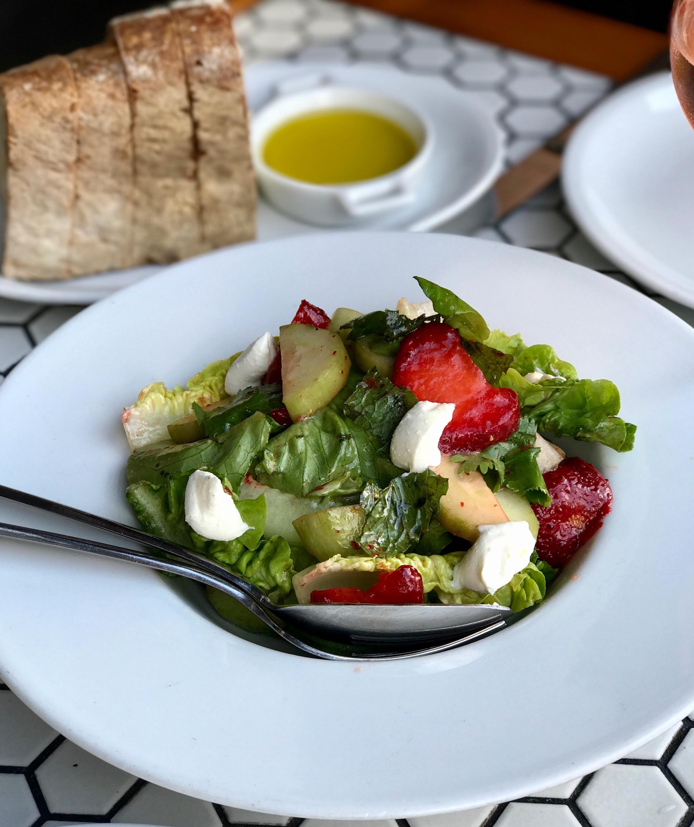 snackface-seattle-eats-artusi-strawberry-salad.jpg
