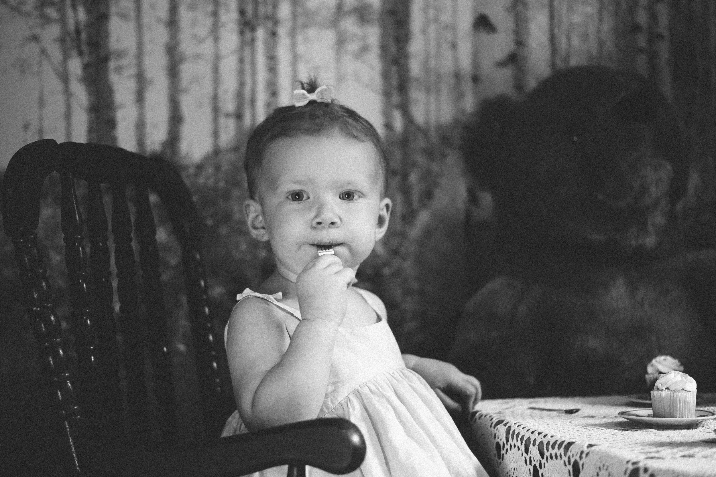 Scarlett busy eating cupcakes, made for great photo ops.