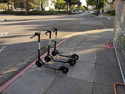 440px-Bird_scooters_on_the_sidewalk_in_San_Jose.jpg