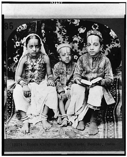 A 1922 stereograph of Hindu children of high caste, in Mumbai (then called Bombay)