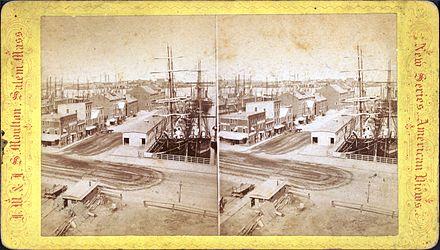 Long Wharf    in    Boston   , United States, 19th Century, jutting into    Boston Harbor