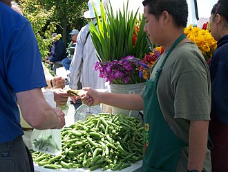 330px-Transaction_at_a_Farmers'_Market.jpeg