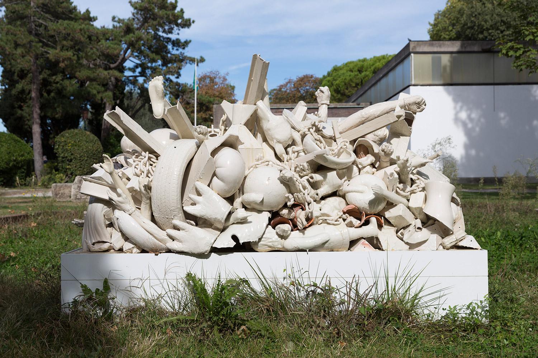 La Masa Militarizada (March 2–8, 2015: Cerámica Suro Contemporánea, Guadalajara, Jalisco, Mexico)    2015   Ceramica Suro slip cast remnants, glaze, and firing plates  69 x 99 1/2 x 42 1/4 inches   Ceramics, 2013–