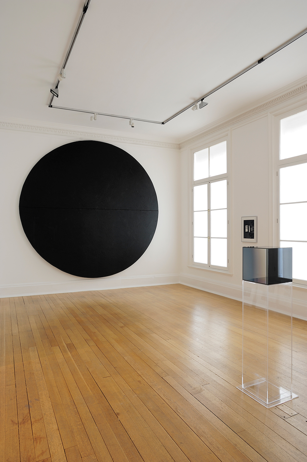 Sunless , Thomas Dane Gallery, London, United Kingdom, 2010.    Wally Hedrick, James Welling, and Larry Bell