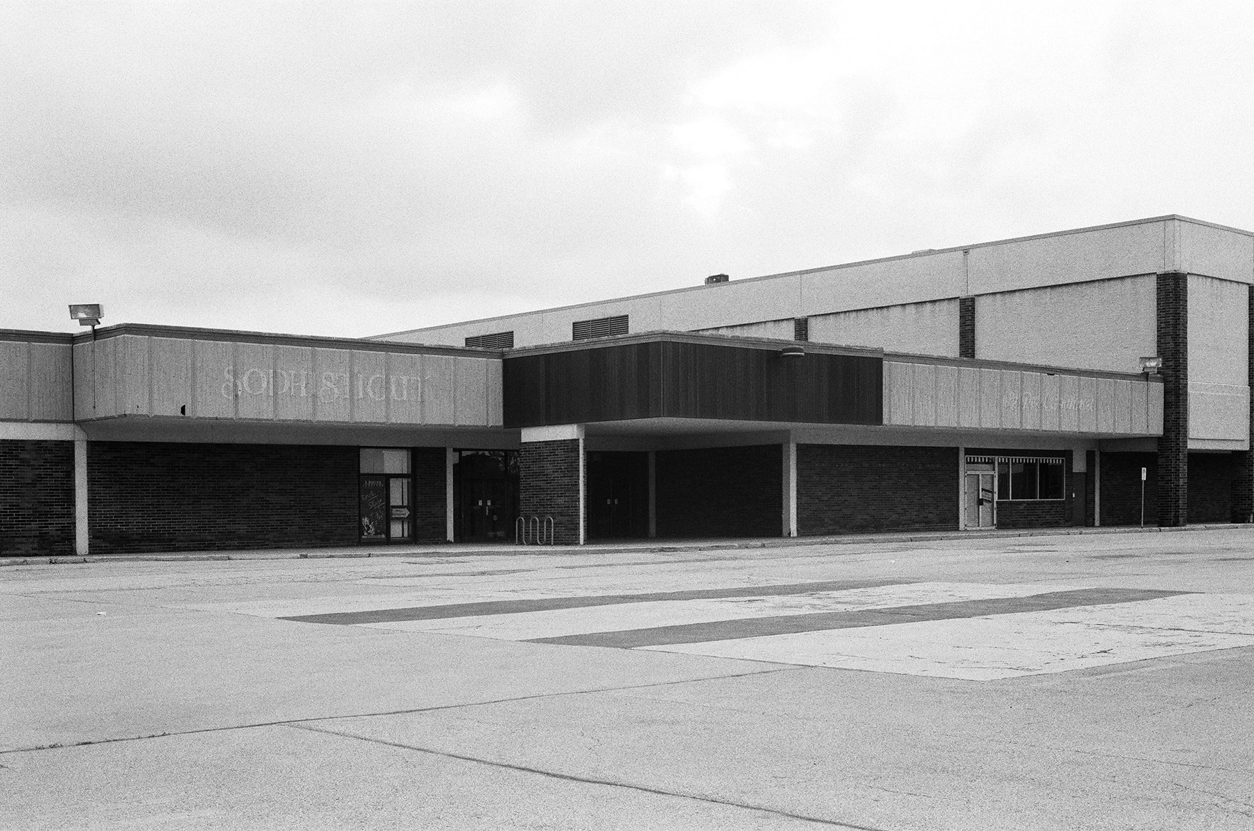 Southwyck Mall ('Sophisticut'), Toledo, OH, Est. 1972, Demo. 2009    2009   Analog slide shown via slide projection,35mm slide, dual projection with dissolve unit  Dimensions variable   American Passages, 2009–