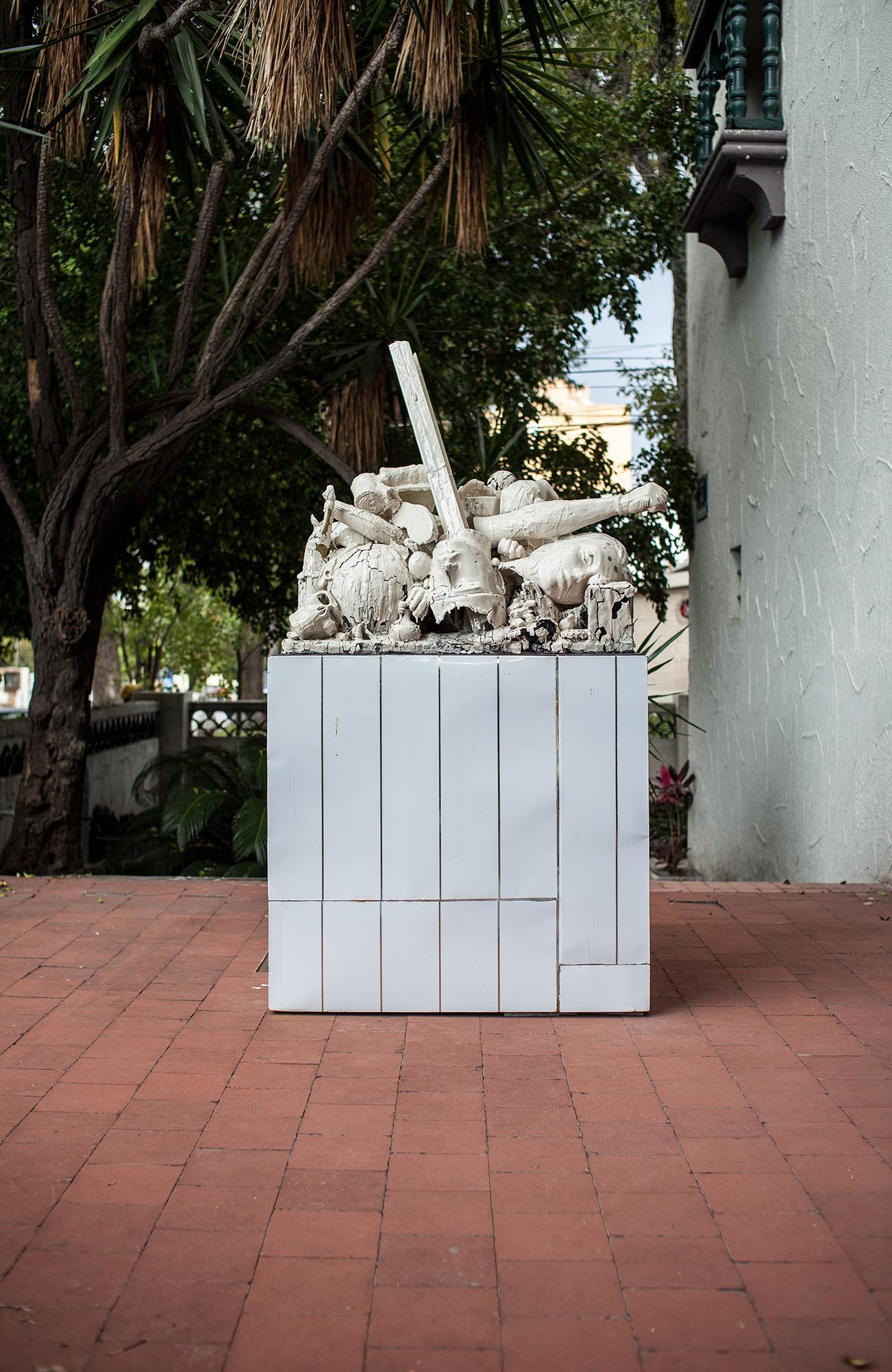 Los Payasos (February 17 – August 28, 2015: Cerámica Suro Contemporánea, Guadalajara, Jalisco, Mexico)    2015   Ceramica Suro slip cast remnants, glaze, and firing plate  77 1/2 x 46 x 27 1/4 inches   Disponibles, 2015