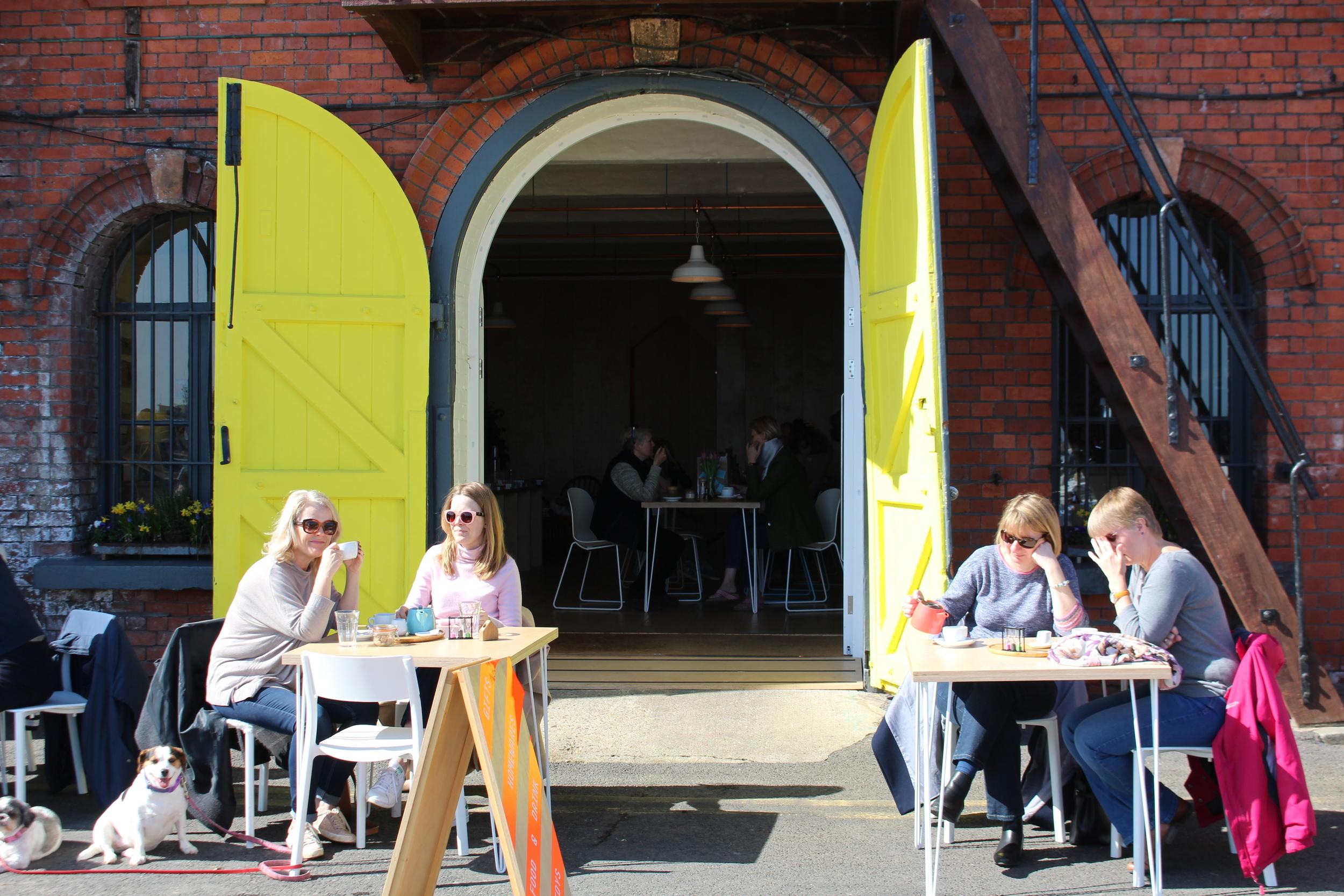 Café au port de Ramsgate, Angleterre
