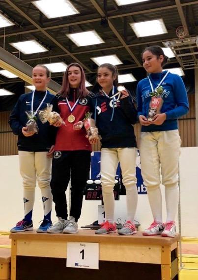1. Platz U14, Leonie Ramuz (2.v.l), Fechtclub Bern.