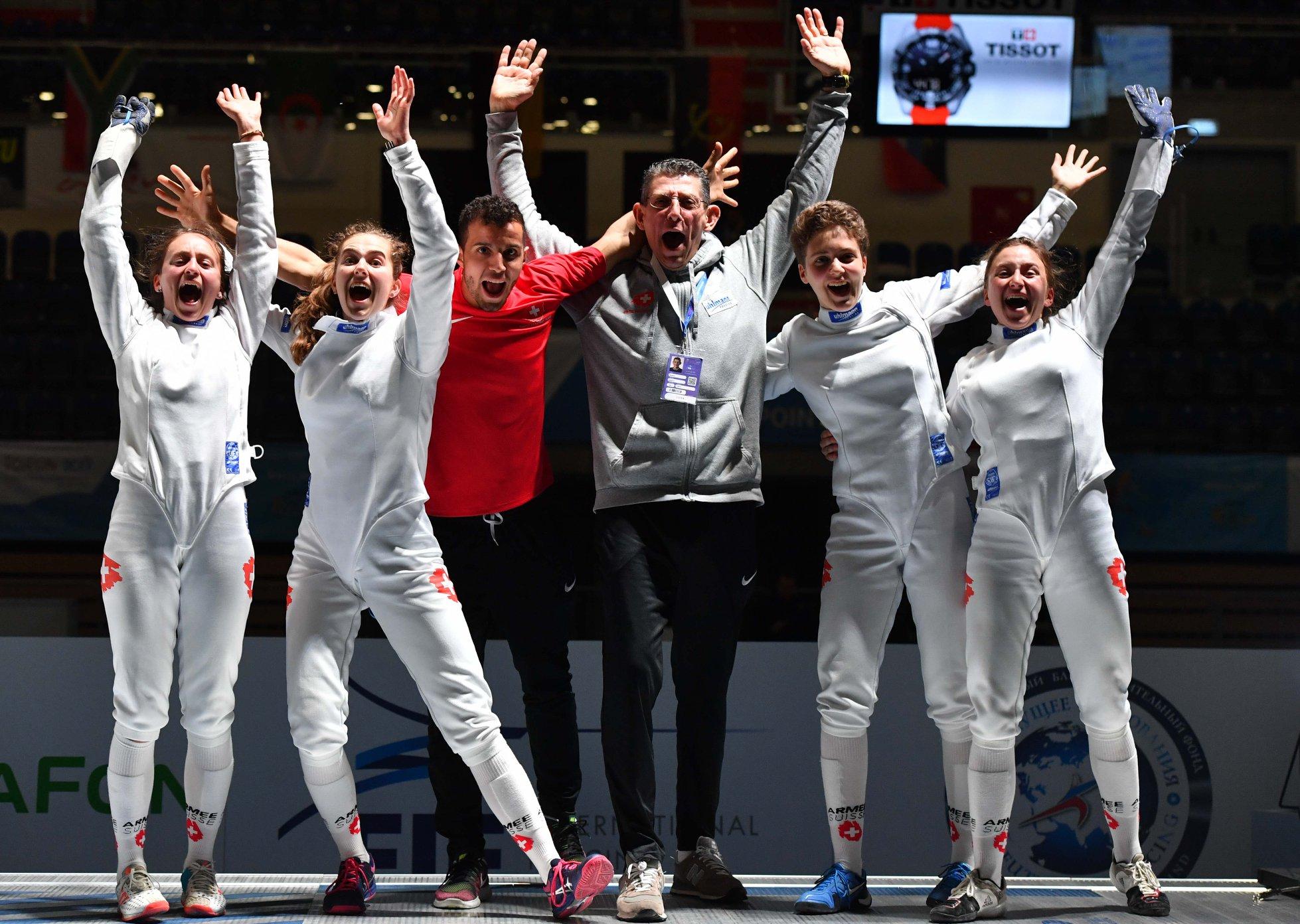 Freude herrscht beim Damenteam und seinen Trainern. (All pictures © Augusto Bizzi / Swiss Fencing – Eva Pavia / Bizzi Team / Swiss Fencing)
