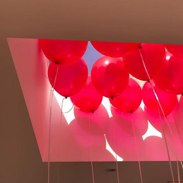 Joyful moment during #balloon photoshoot for #vg&p with @nicola_tree #5thbirthday #10thbirthday