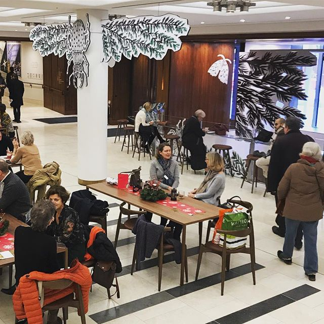 Excited to see people enjoying the new Christmas displays at #RoyalOperaHouse for the new front of house displays designed with  #skellonstudio and illustrations by Ellie Curtis