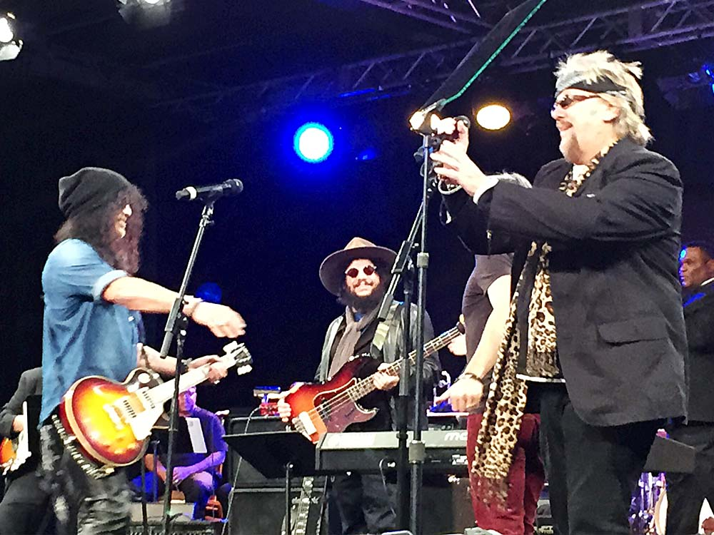 David sings with Slash on guitar at the 2015 NAMM Show TEC Awards in Slash's honor