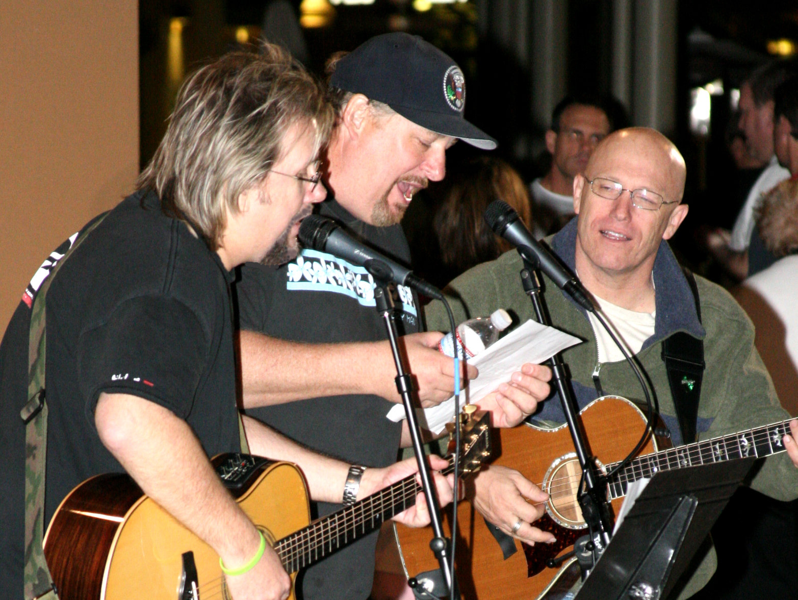 DP Rick Warren & Rick M sing  crop Mar 07.jpg