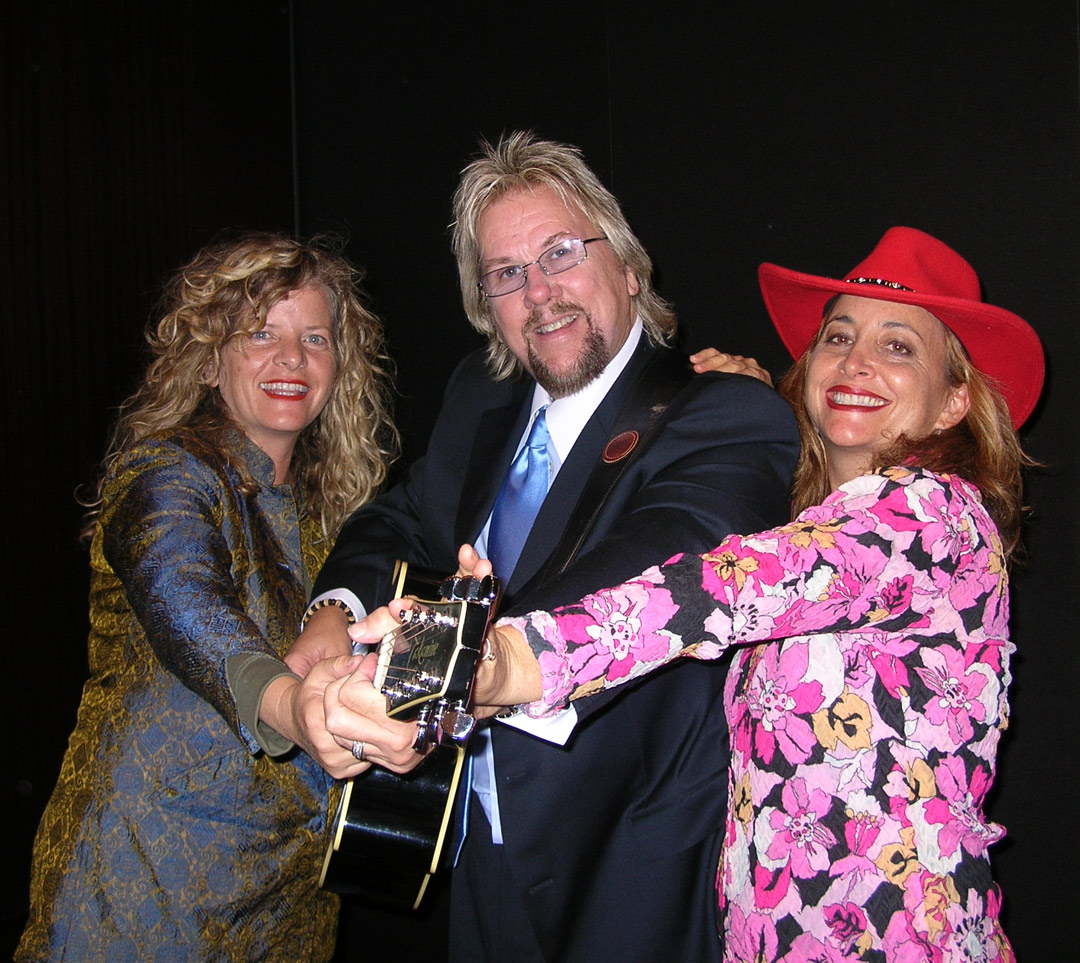 Karen-Wendy-DP-w-Guitar-in-NY-2007.jpg