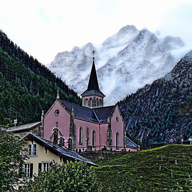 Trient - Switzerland #tourdumontblanc #travelblogger #montblanc #trientglacier