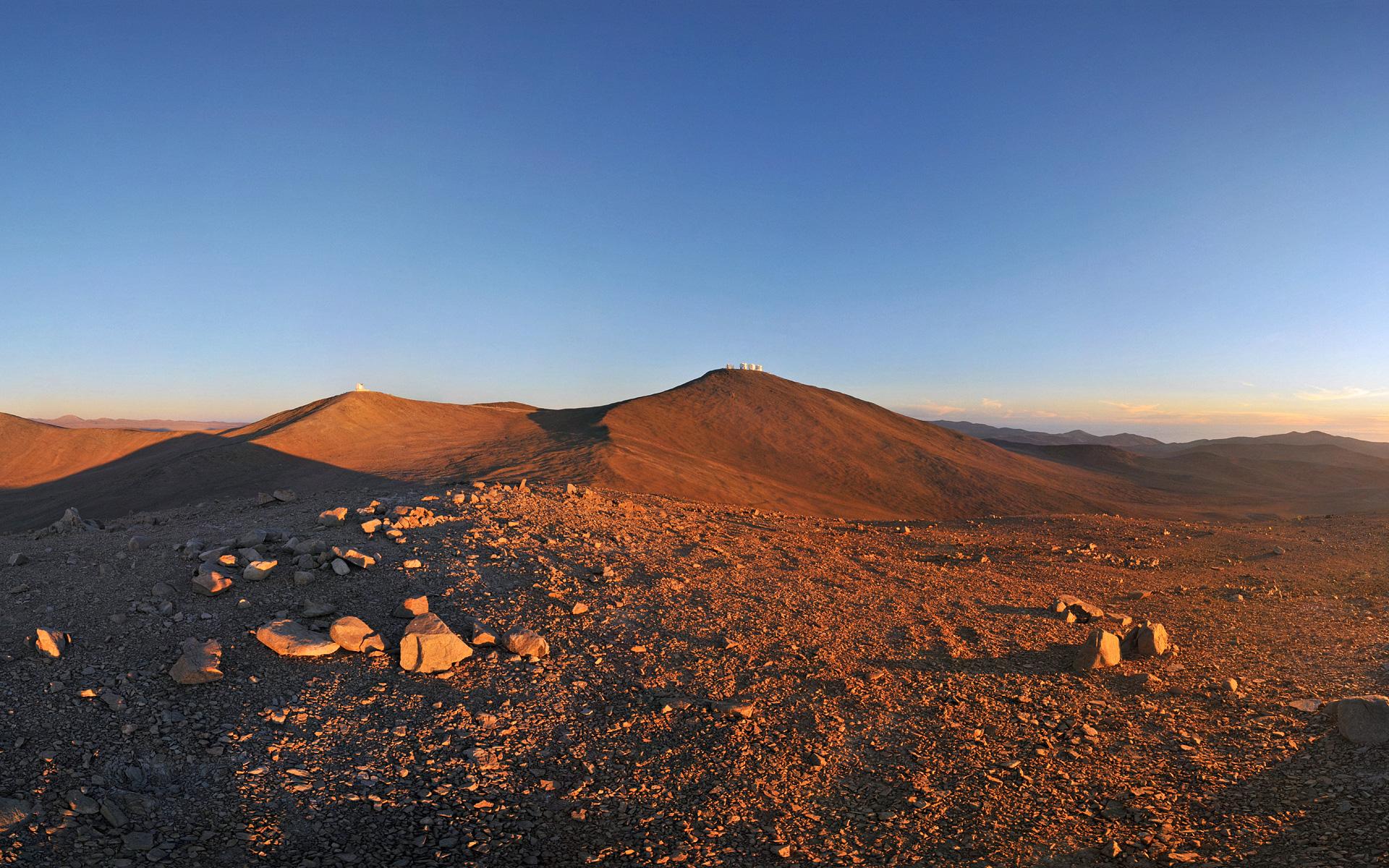 Sun,_Moon_and_Telescopes_above_the_Desert_(wallpaper).jpg