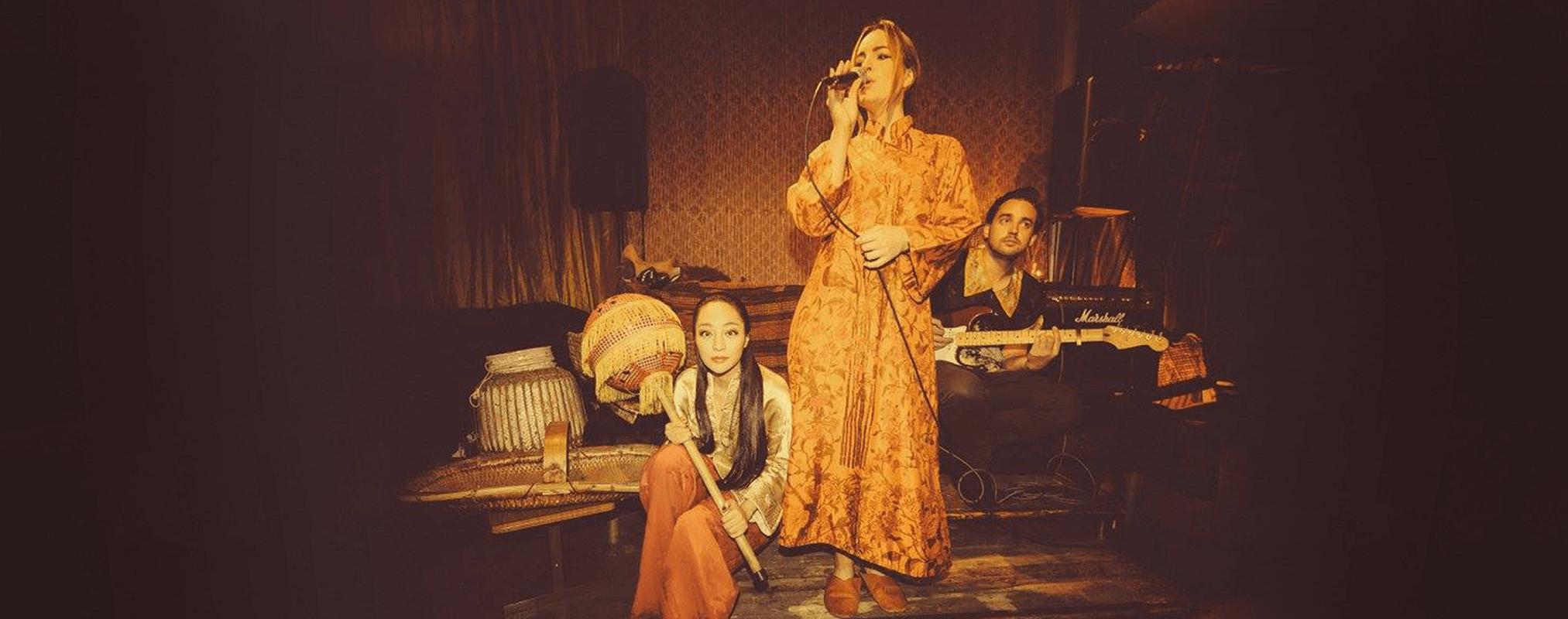performance-artist-south-west-london-female-lgbtq-singer-duo-trio-vocalist-guitarist-corporate-events-parites-stephanie-jane-oliver-opium-den-small.png
