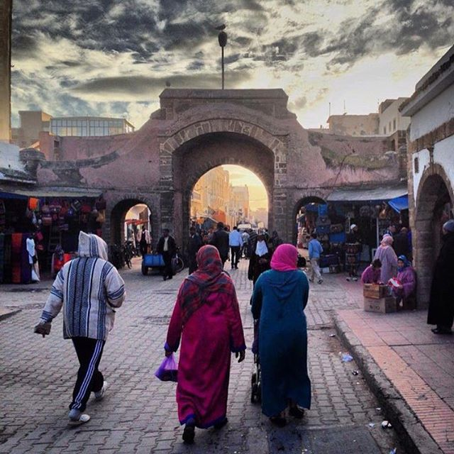 Love this image of the souk in Essaouira from @bohemainland
