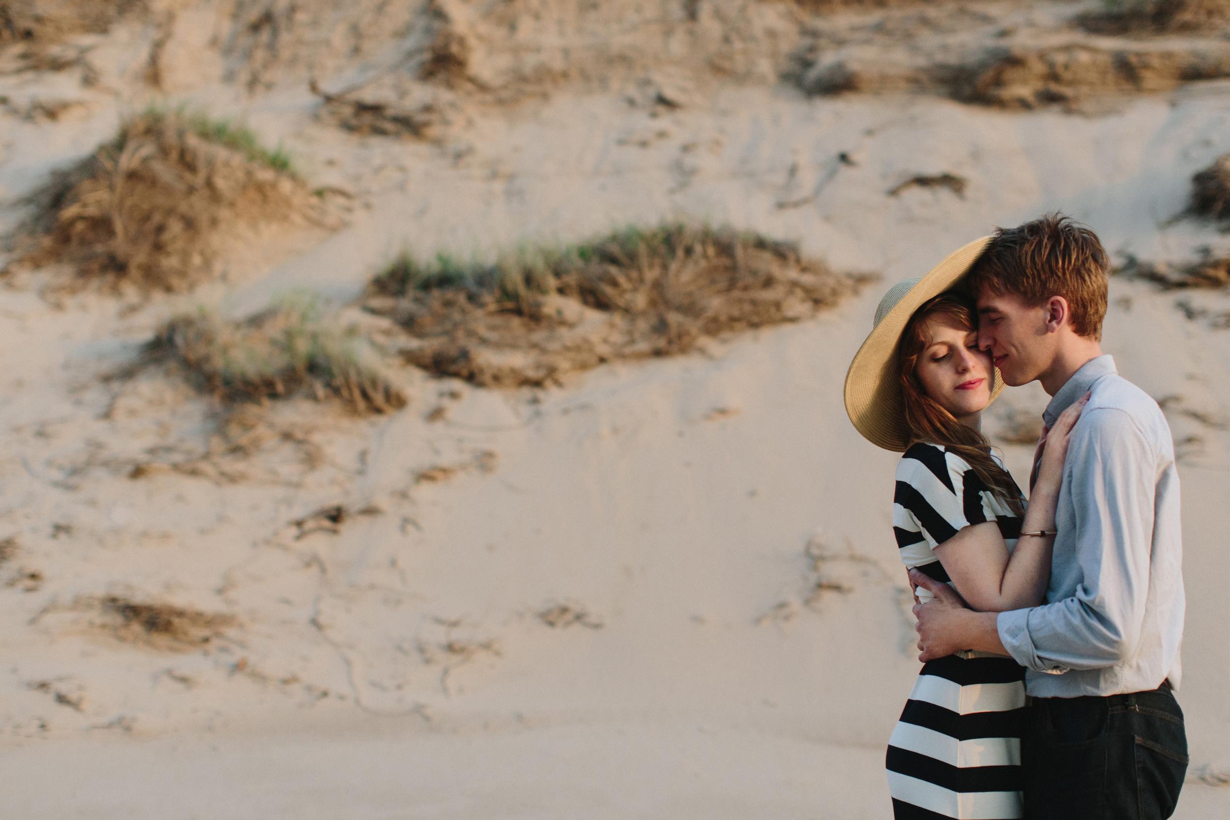 Lake-Michigan-Engagement-Session-Lifestyle-Wedding-Photographer-Mae-Stier-Candid-Photography-007.jpg